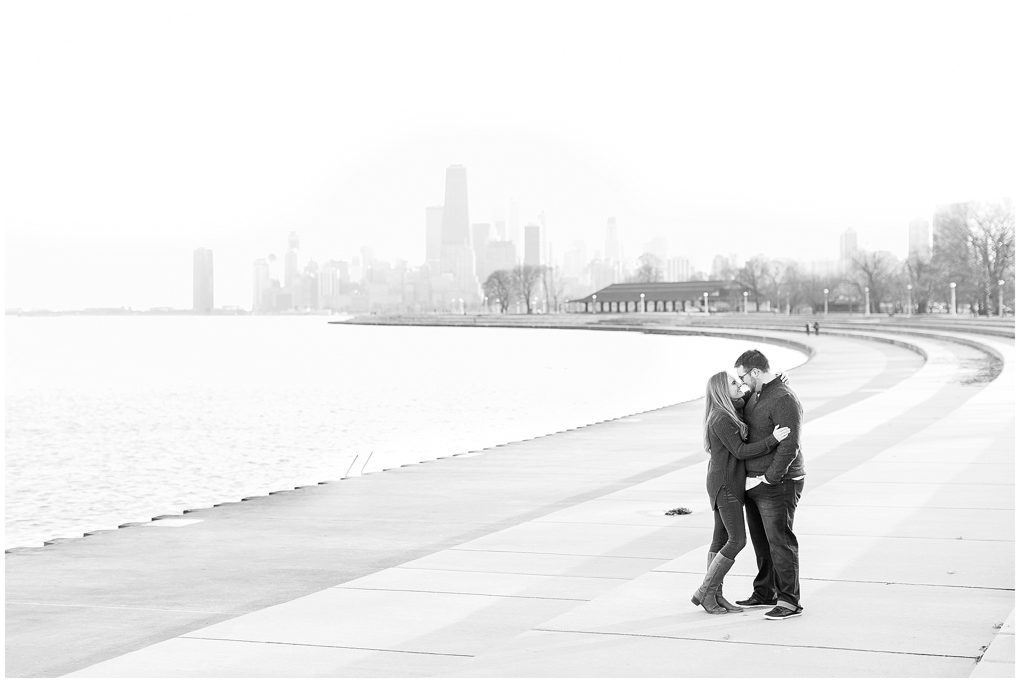Chicago_Engagement_and_wedding_photographer_chicago_skyline_0979.jpg