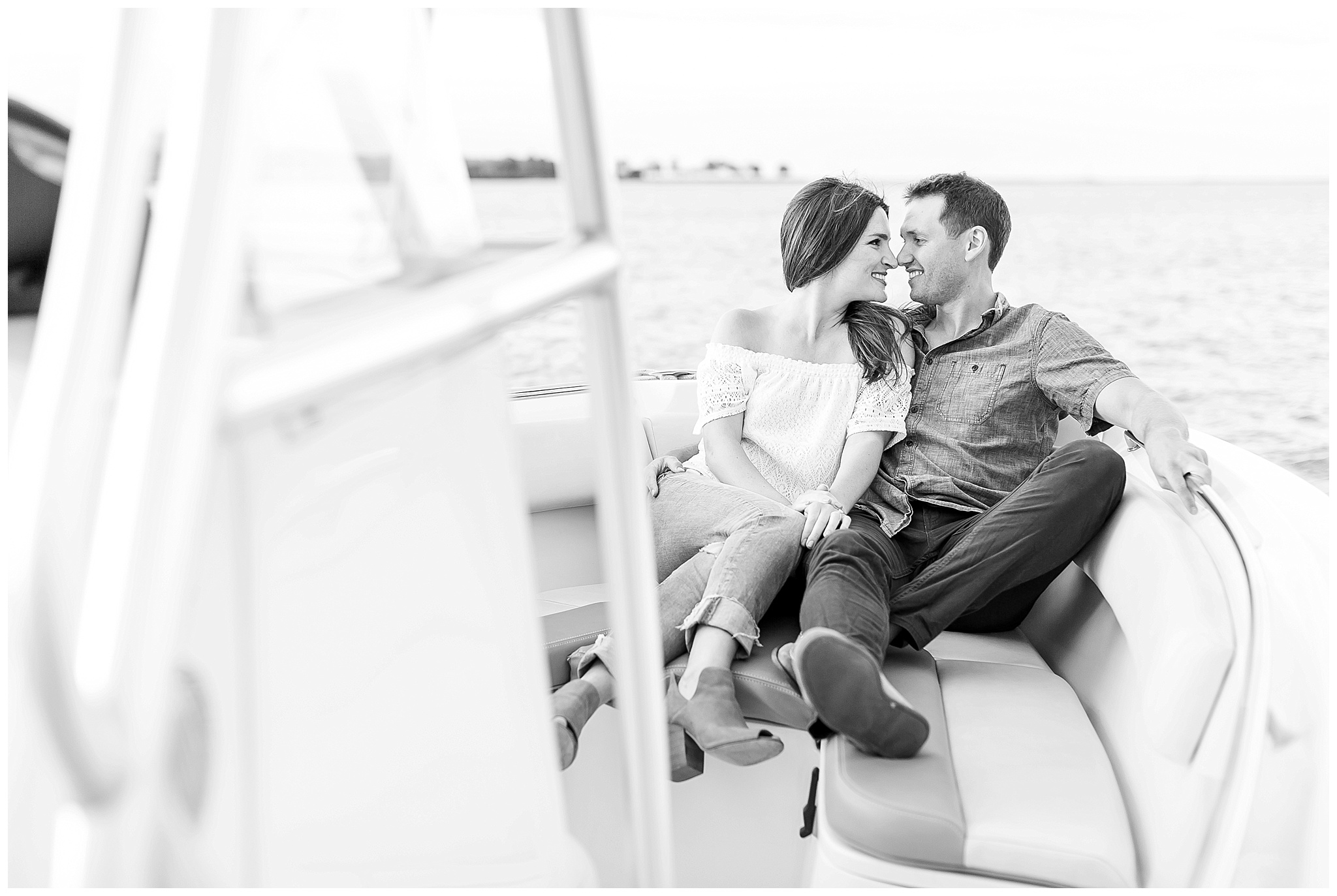 Milwaukee_waterfront_engagement_session_Madison_wisconsin_wedding_photographers_0021.jpg