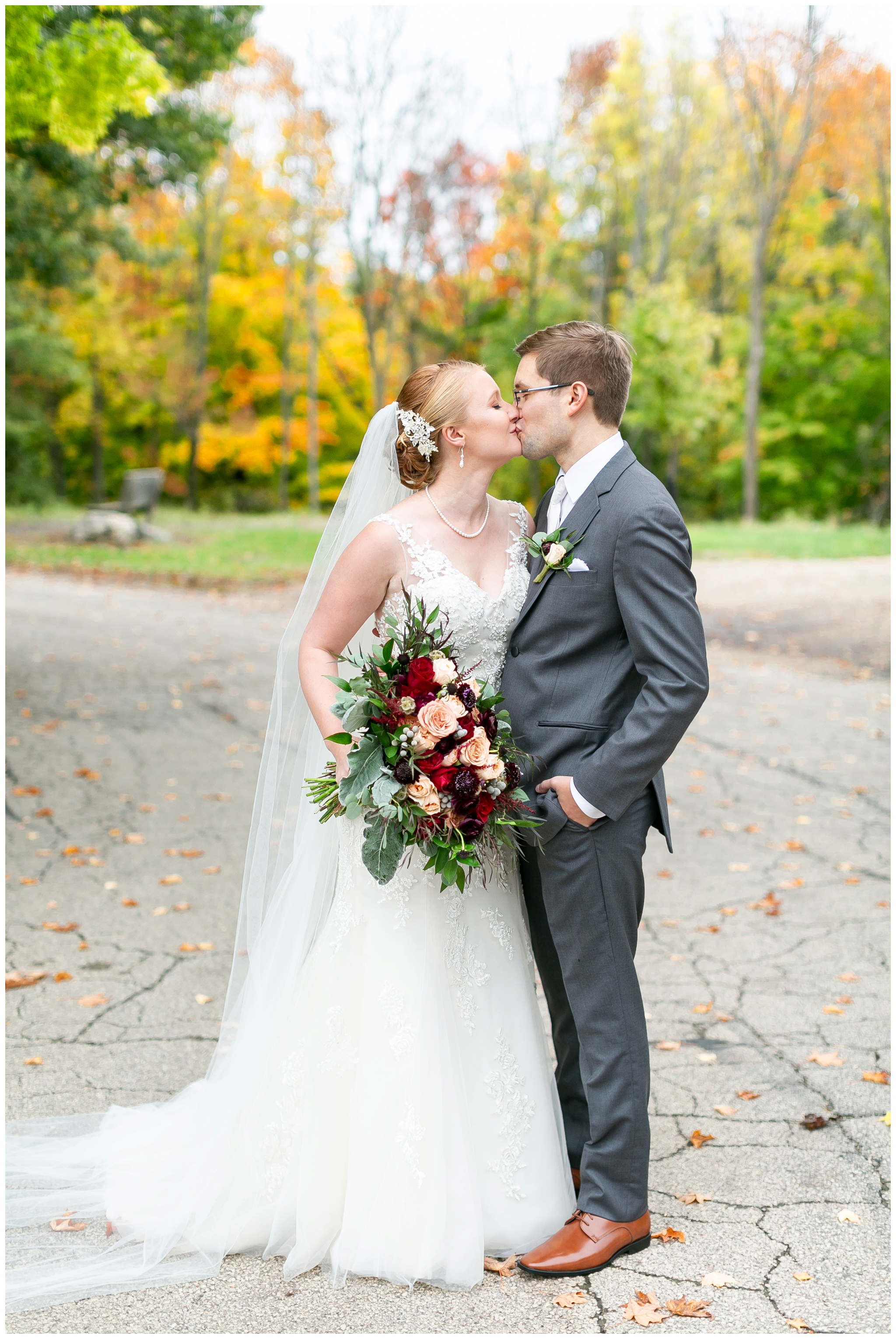 fall_wedding_pullmans_trolley_resturant_kimberly_wisconsin_1699.jpg