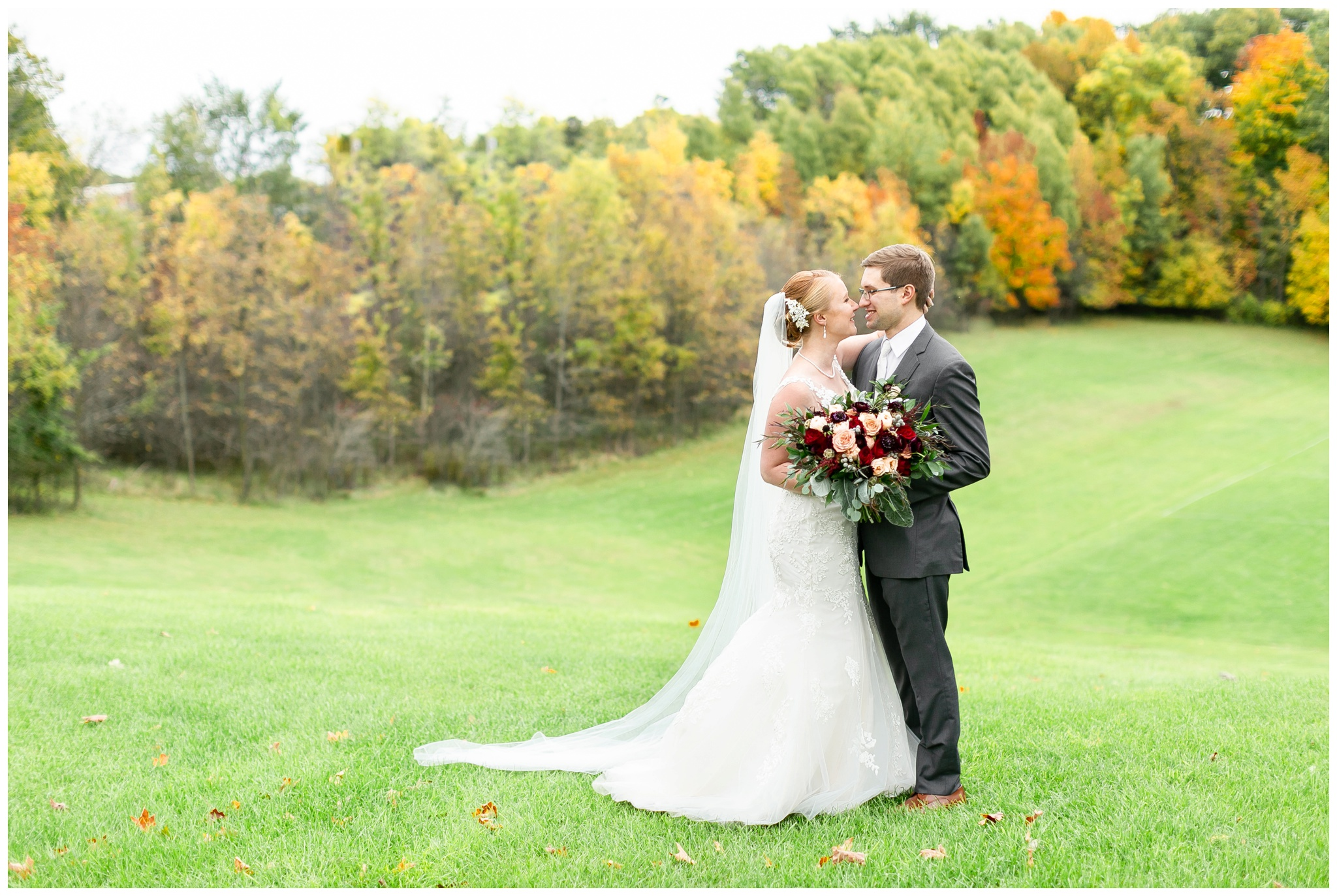 fall_wedding_pullmans_trolley_resturant_kimberly_wisconsin_1717.jpg