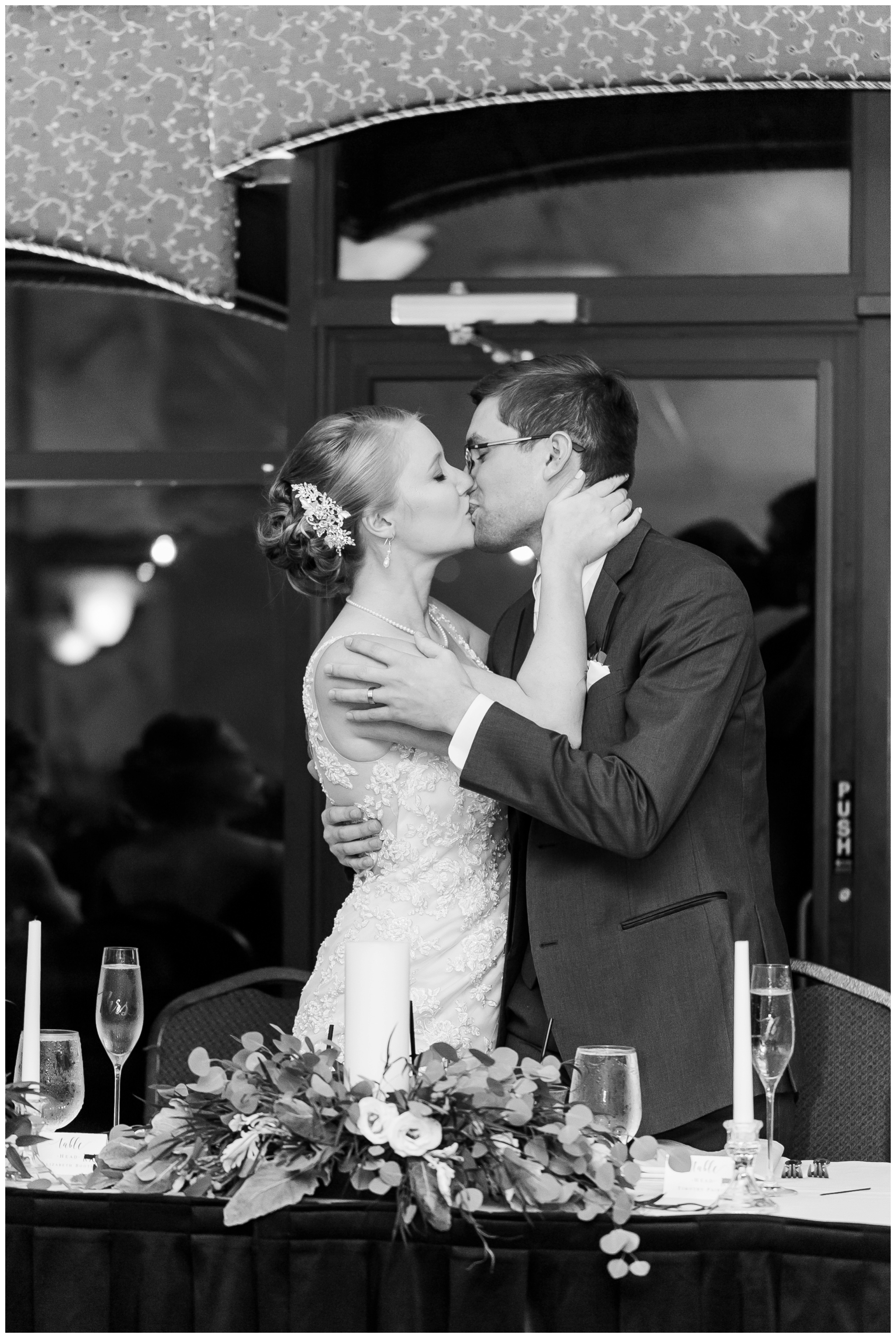 fall_wedding_pullmans_trolley_resturant_kimberly_wisconsin_1739.jpg