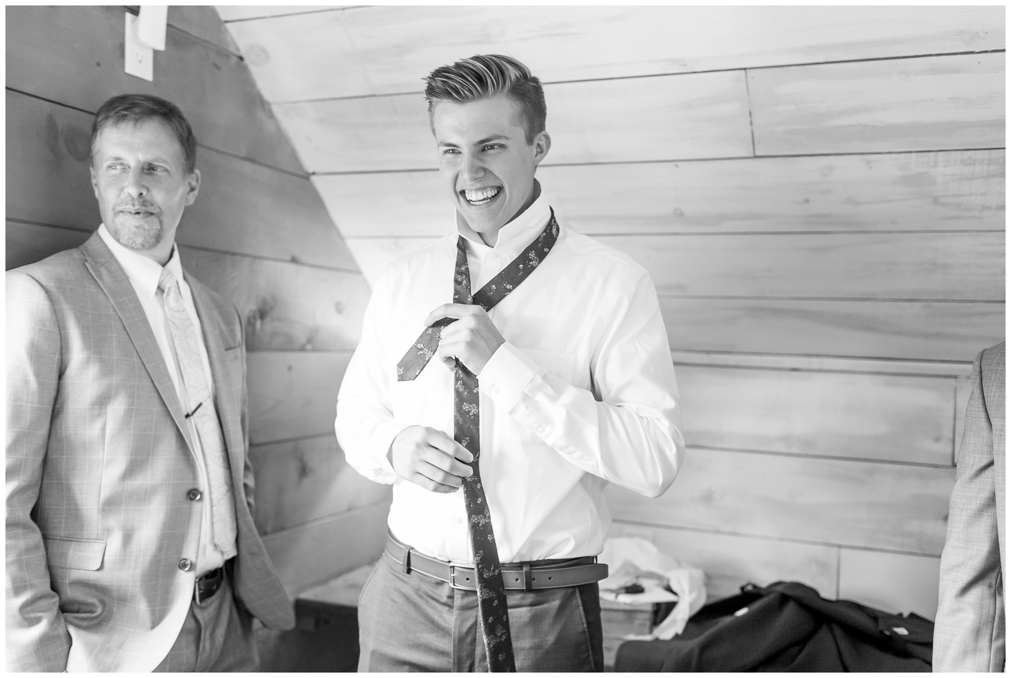 boxed_and_burlap_wedding_caynay_photo_delavan_wisconsin_photographer_3712.jpg