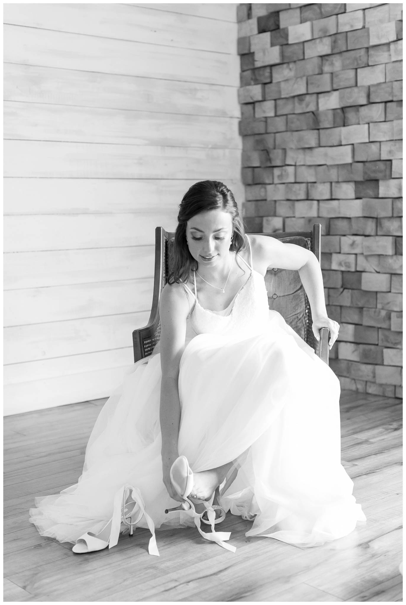boxed_and_burlap_wedding_caynay_photo_delavan_wisconsin_photographer_3717.jpg