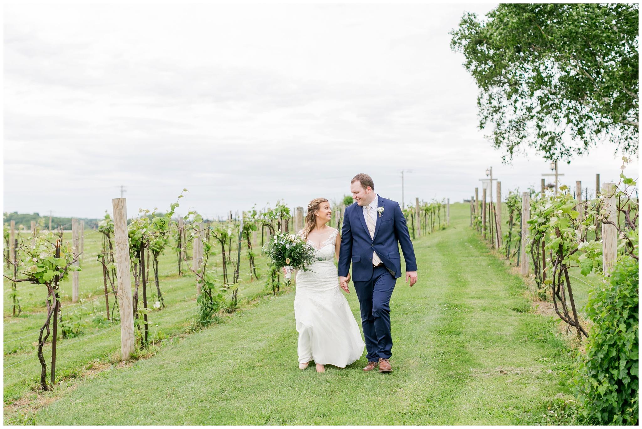 over_the_vines_wedding_edgerton_wisconsin_wedding_caynay_photo_4008.jpg