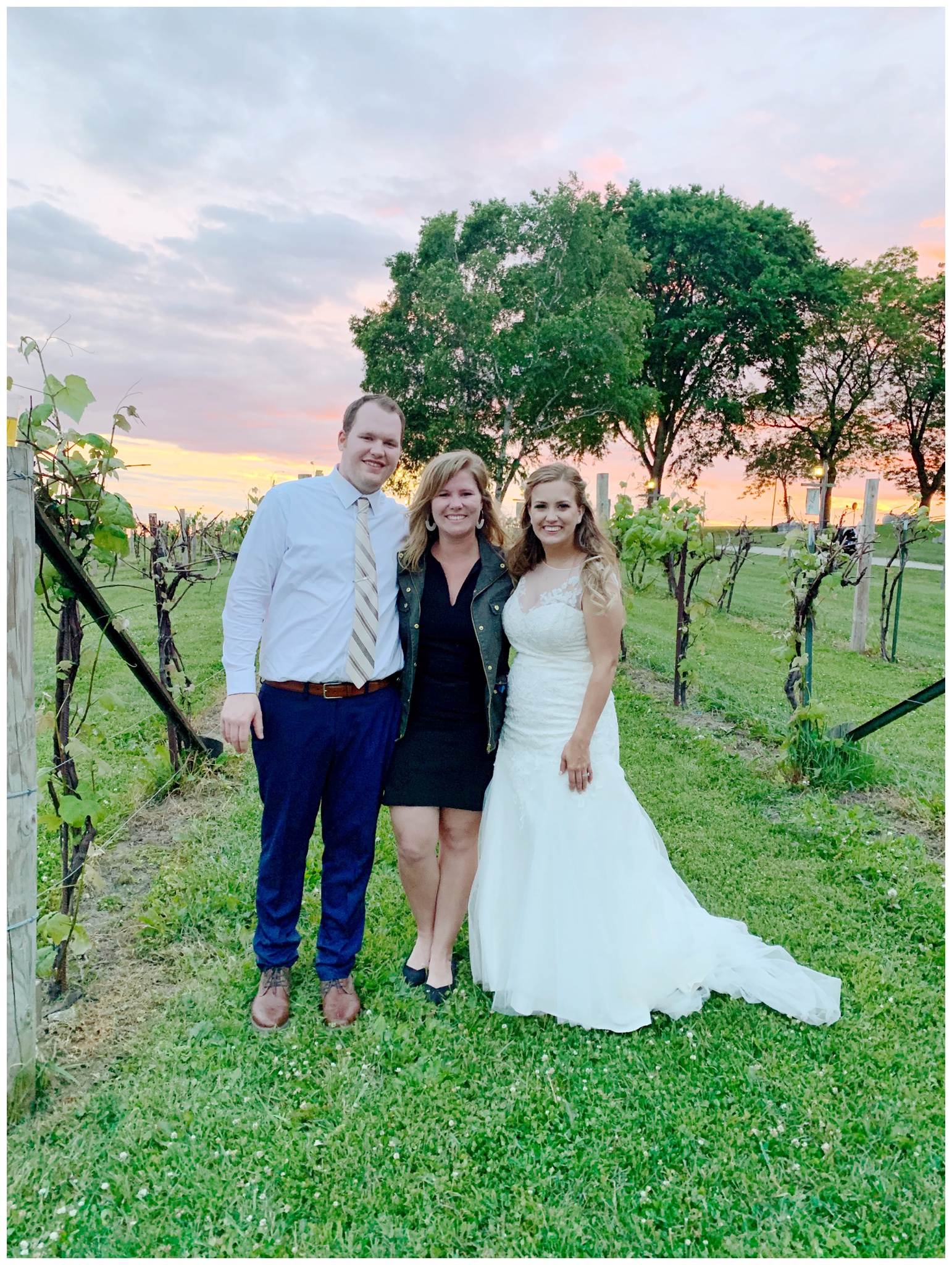over_the_vines_wedding_edgerton_wisconsin_wedding_caynay_photo_4049.jpg
