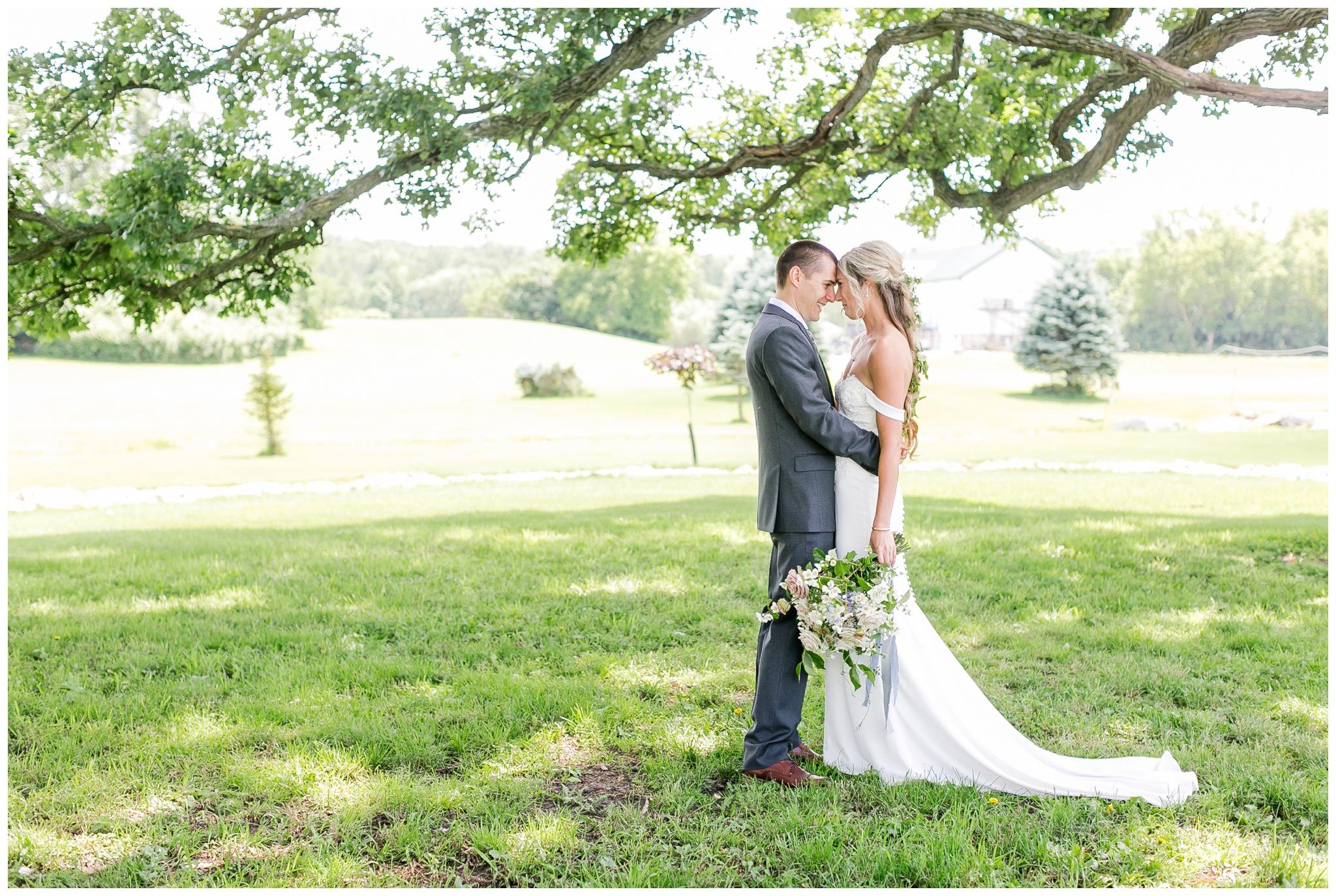 vintage_fields_farmin_betty's_colombus_wisconsin_wedding_briar_loft_3103.jpg