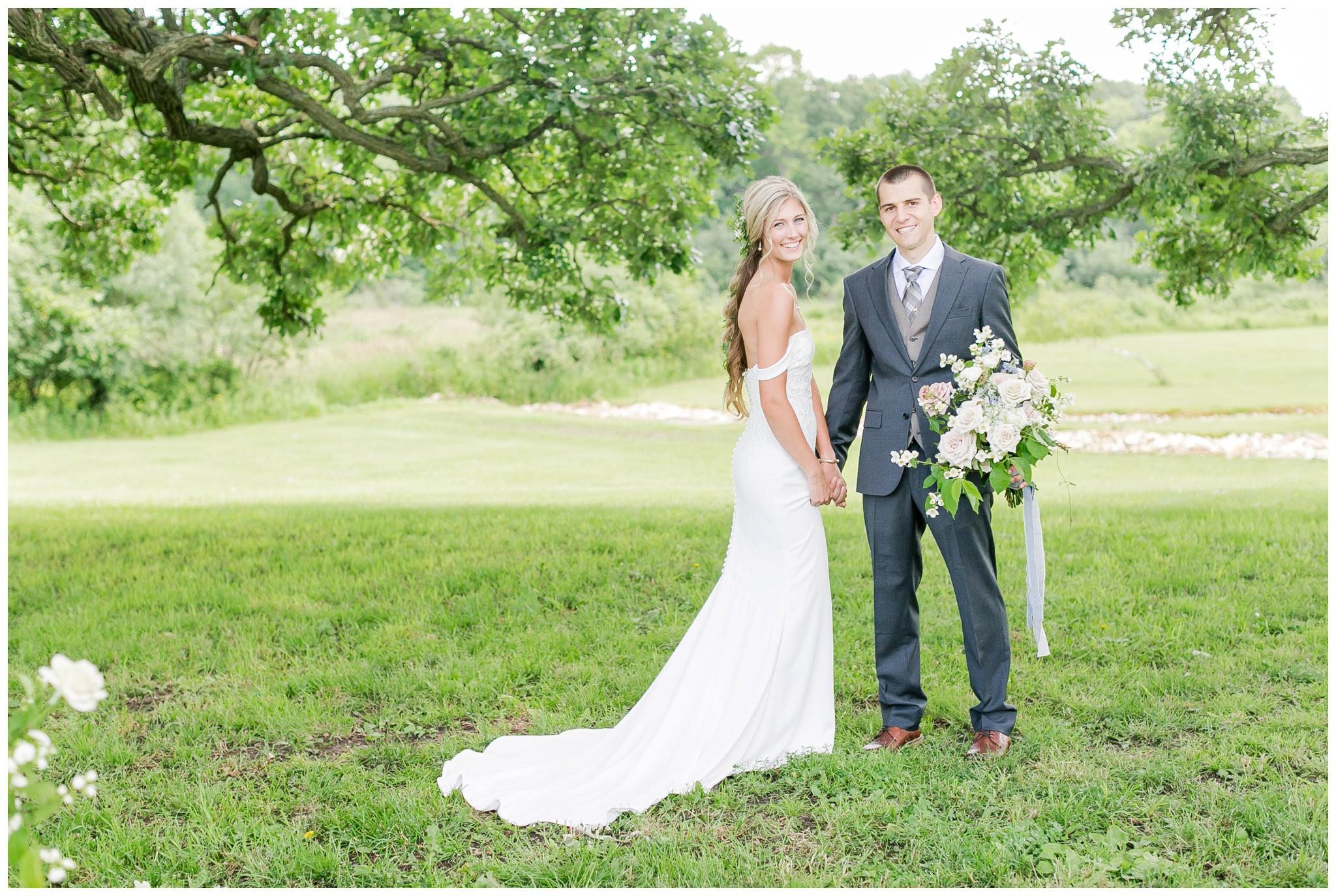 vintage_fields_farmin_betty's_colombus_wisconsin_wedding_briar_loft_3111.jpg