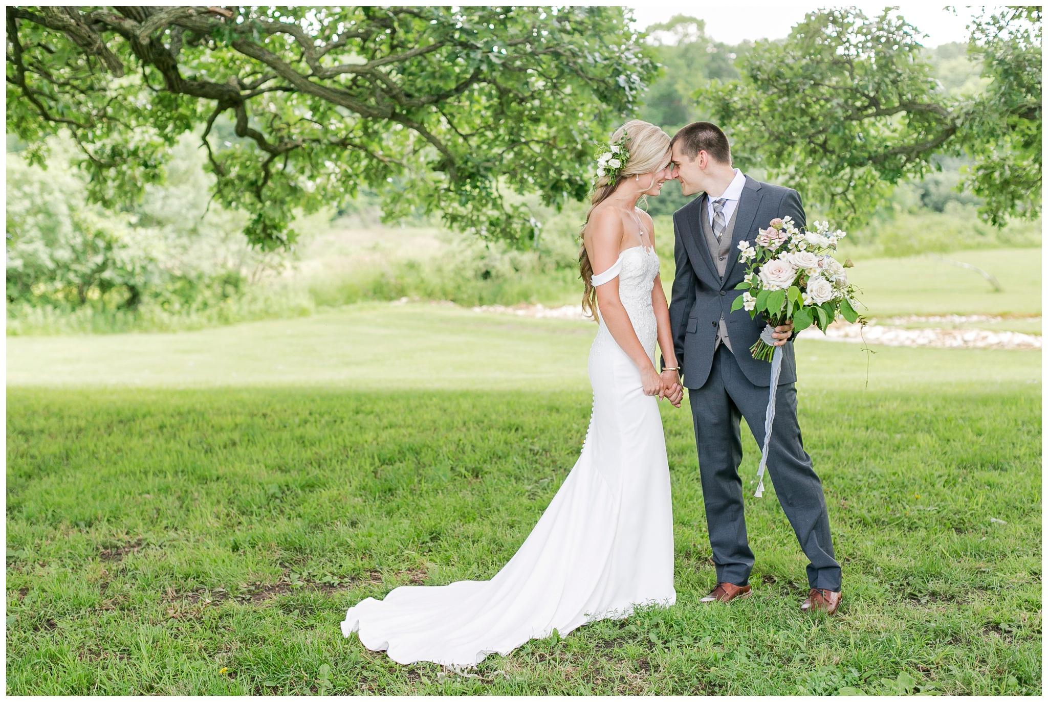 vintage_fields_farmin_betty's_colombus_wisconsin_wedding_briar_loft_3115.jpg