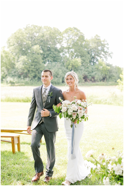 vintage_fields_farmin_betty's_colombus_wisconsin_wedding_briar_loft_3127.jpg
