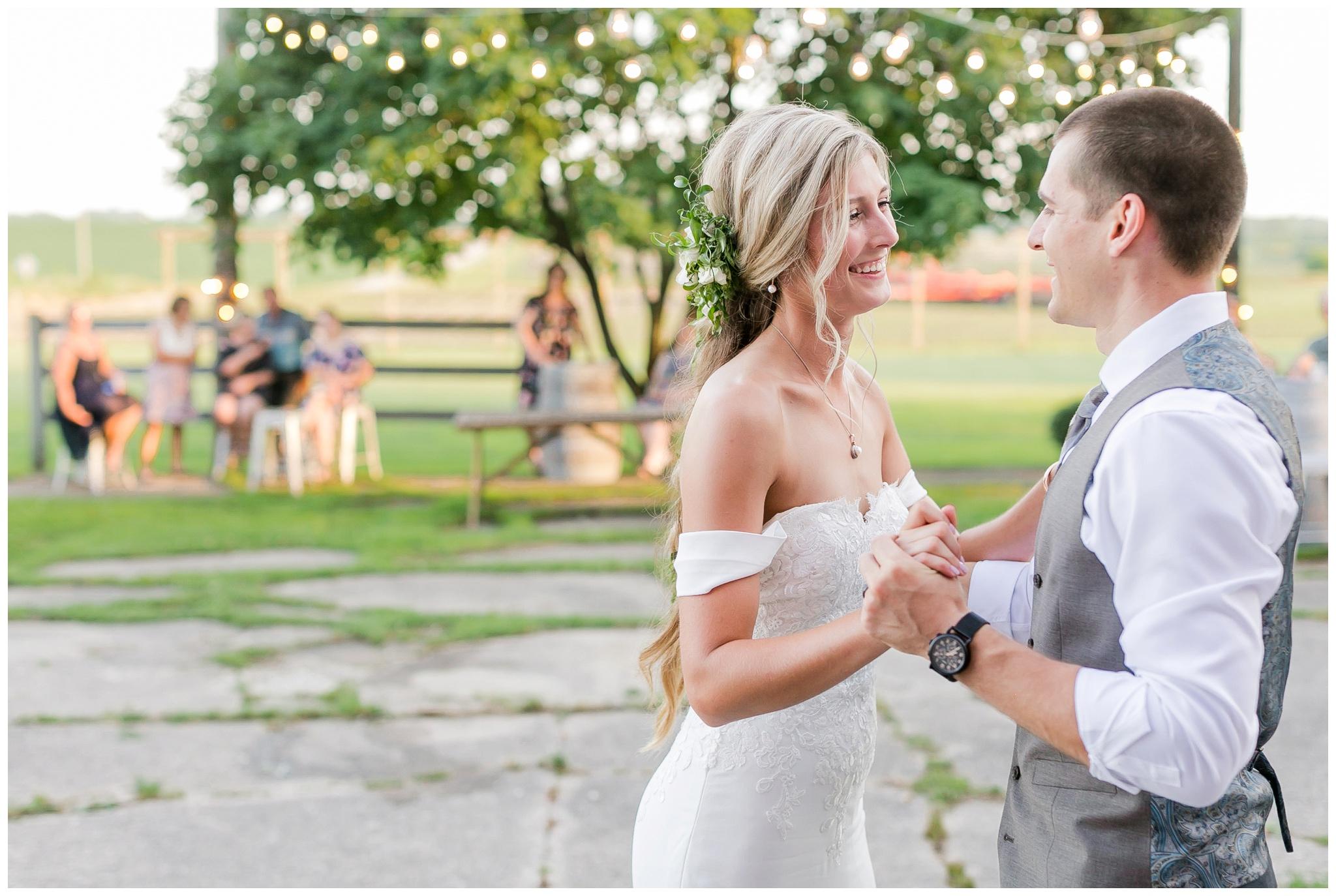 vintage_fields_farmin_betty's_colombus_wisconsin_wedding_briar_loft_3140.jpg