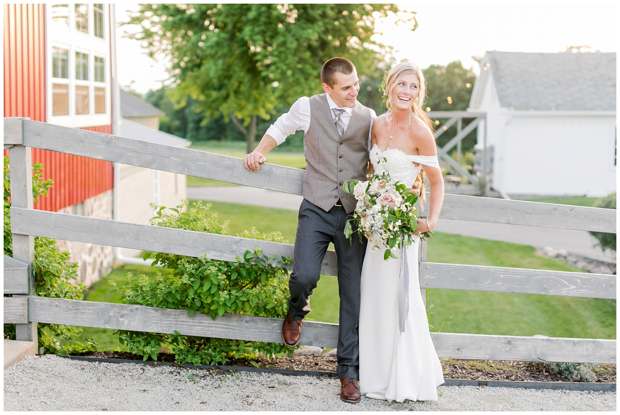 vintage_fields_farmin_betty's_colombus_wisconsin_wedding_briar_loft_3159.jpg
