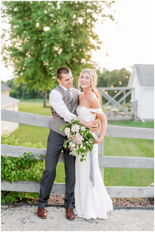 vintage_fields_farmin_betty's_colombus_wisconsin_wedding_briar_loft_3162.jpg