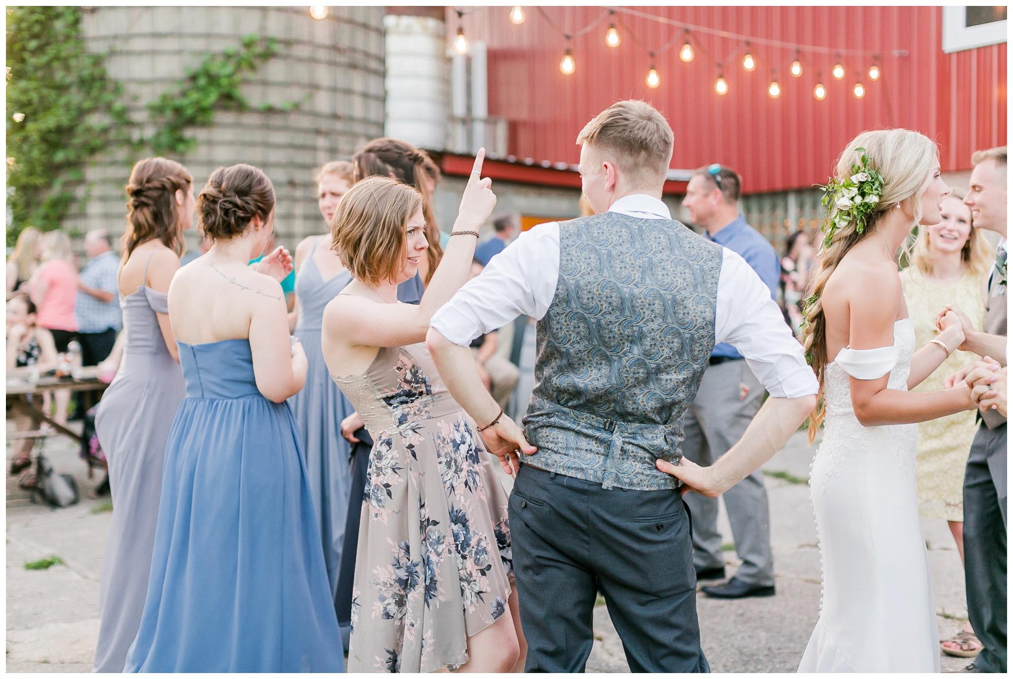vintage_fields_farmin_betty's_colombus_wisconsin_wedding_briar_loft_3170.jpg