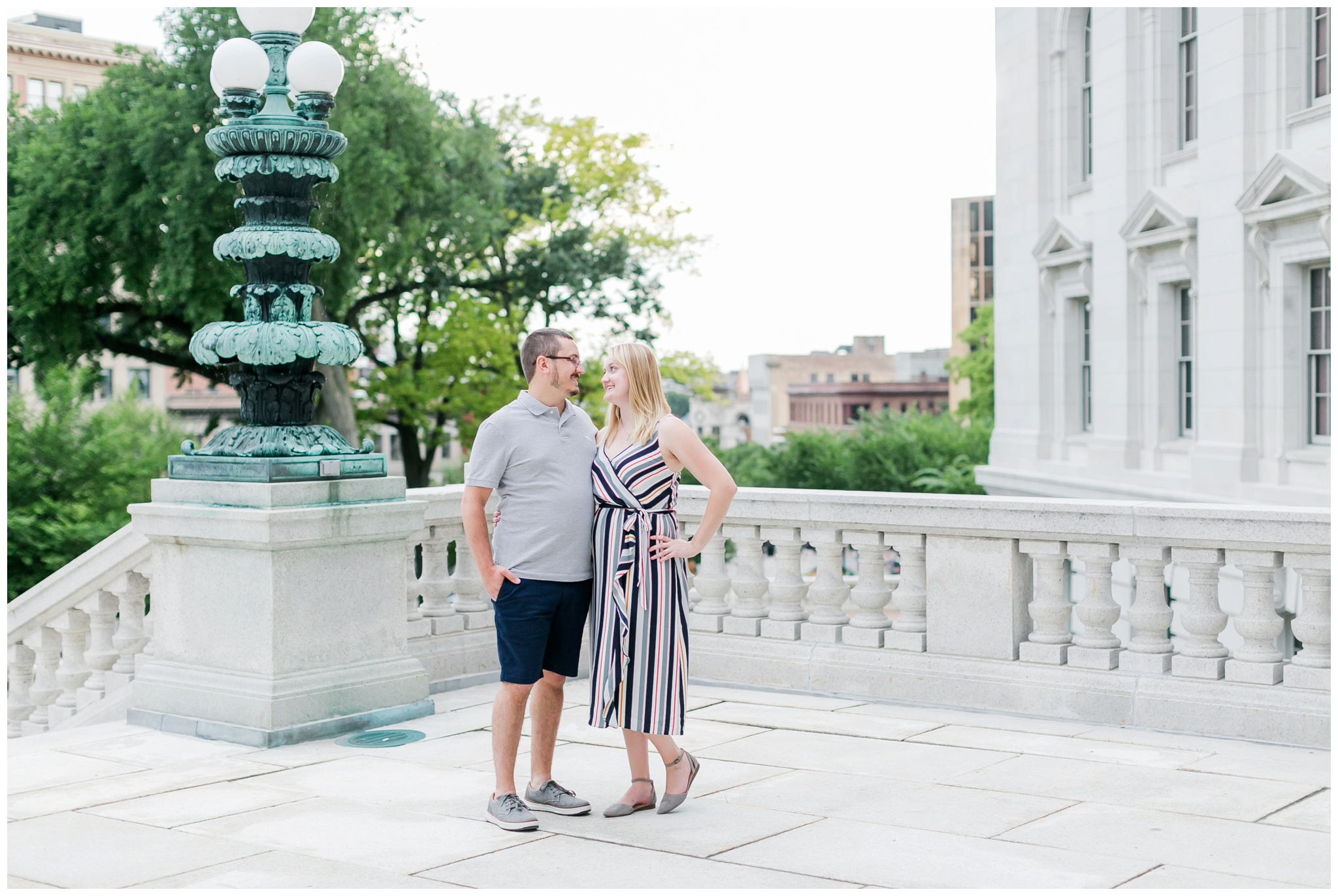 Downtown_madison_wisconsin_engagement_session_4215.jpg