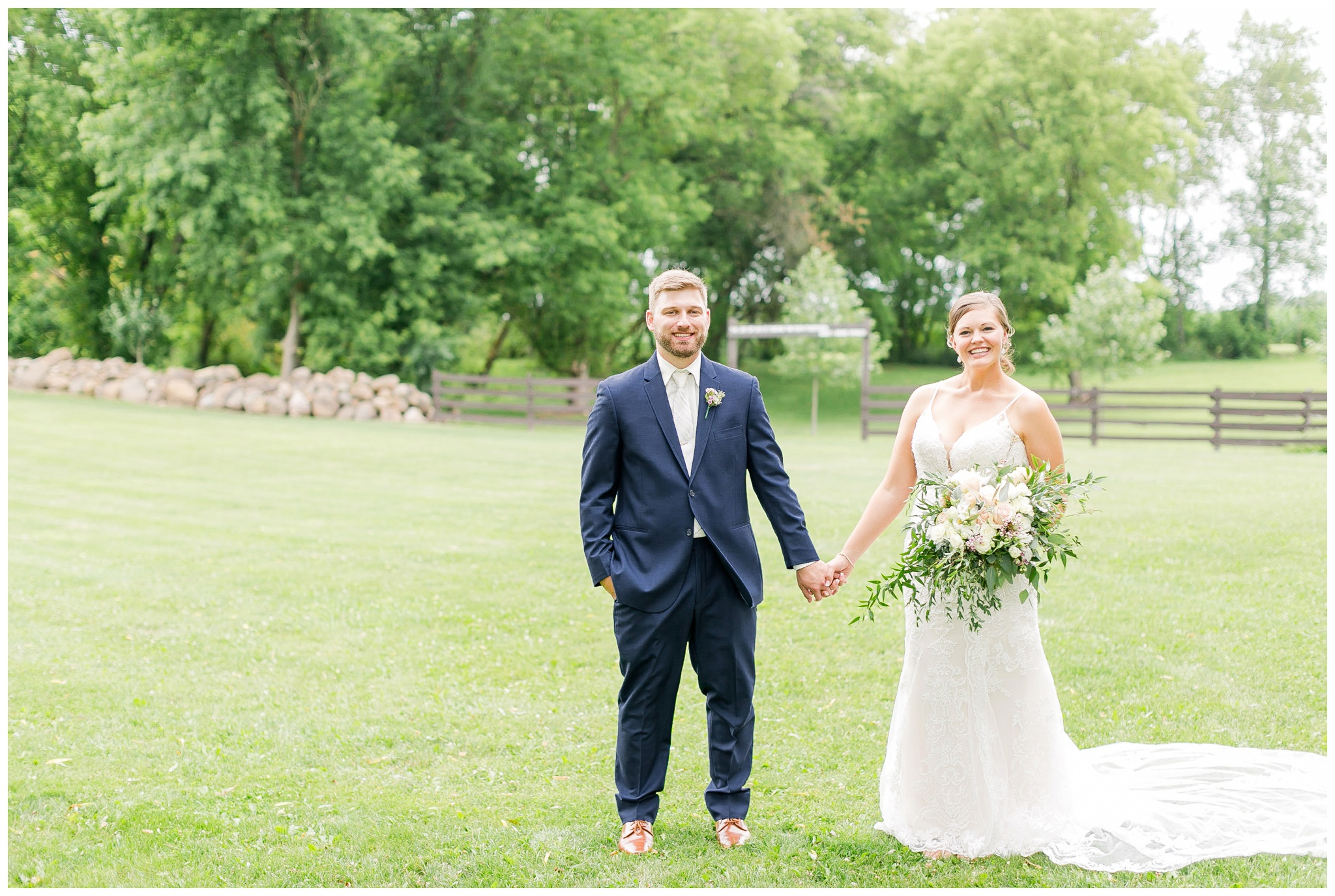 Barn_at_harvest_moon_pond_wedding_madison_wisconsin_wedding_photographers_3224.jpg