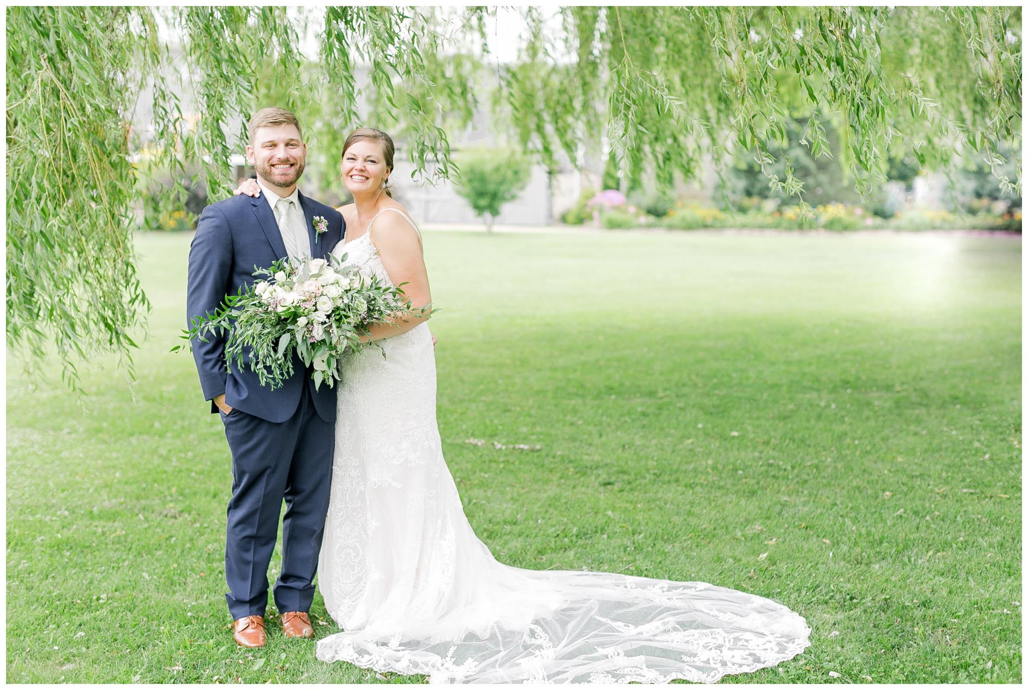 Barn_at_harvest_moon_pond_wedding_madison_wisconsin_wedding_photographers_3232.jpg