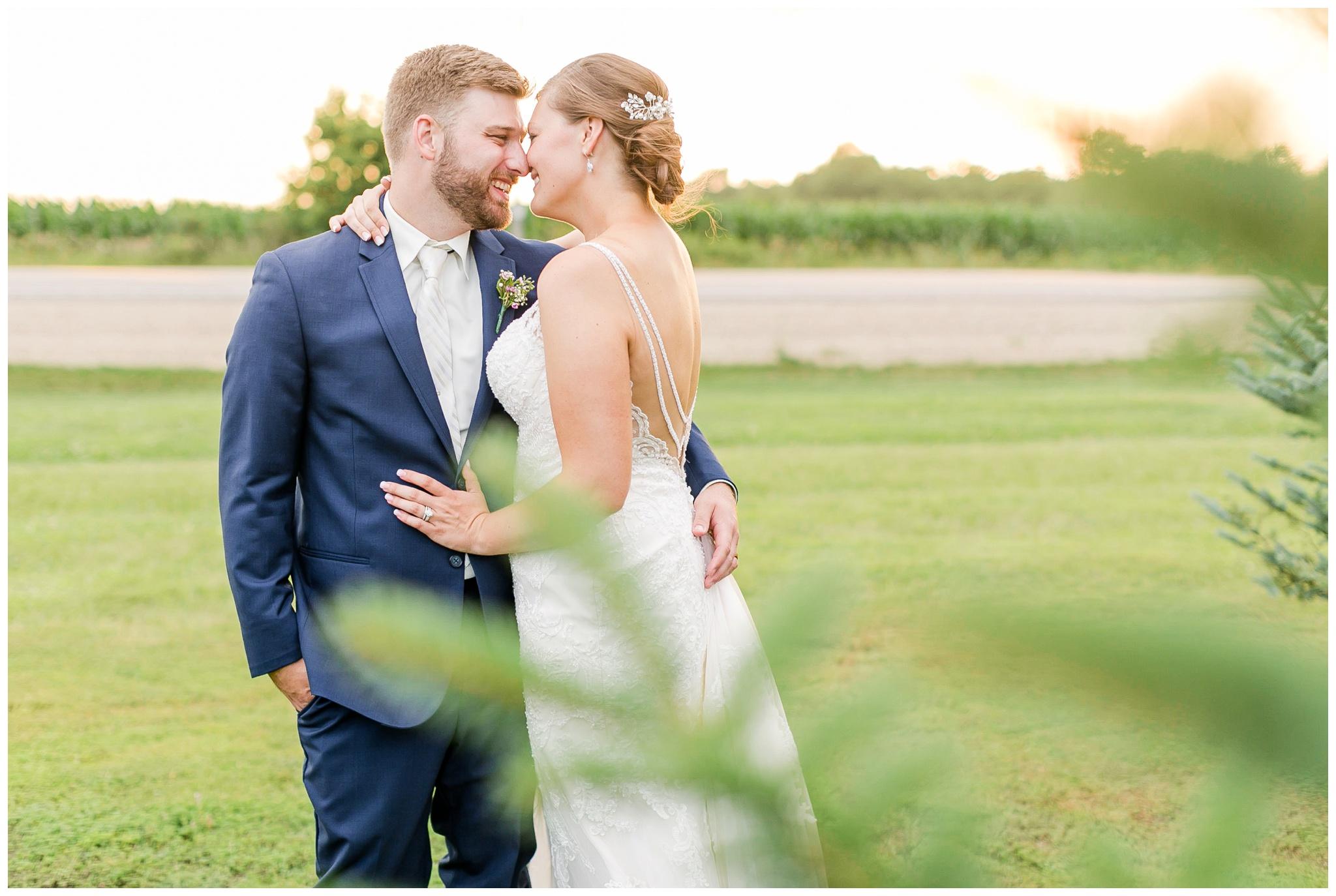 Barn_at_harvest_moon_pond_wedding_madison_wisconsin_wedding_photographers_3251.jpg