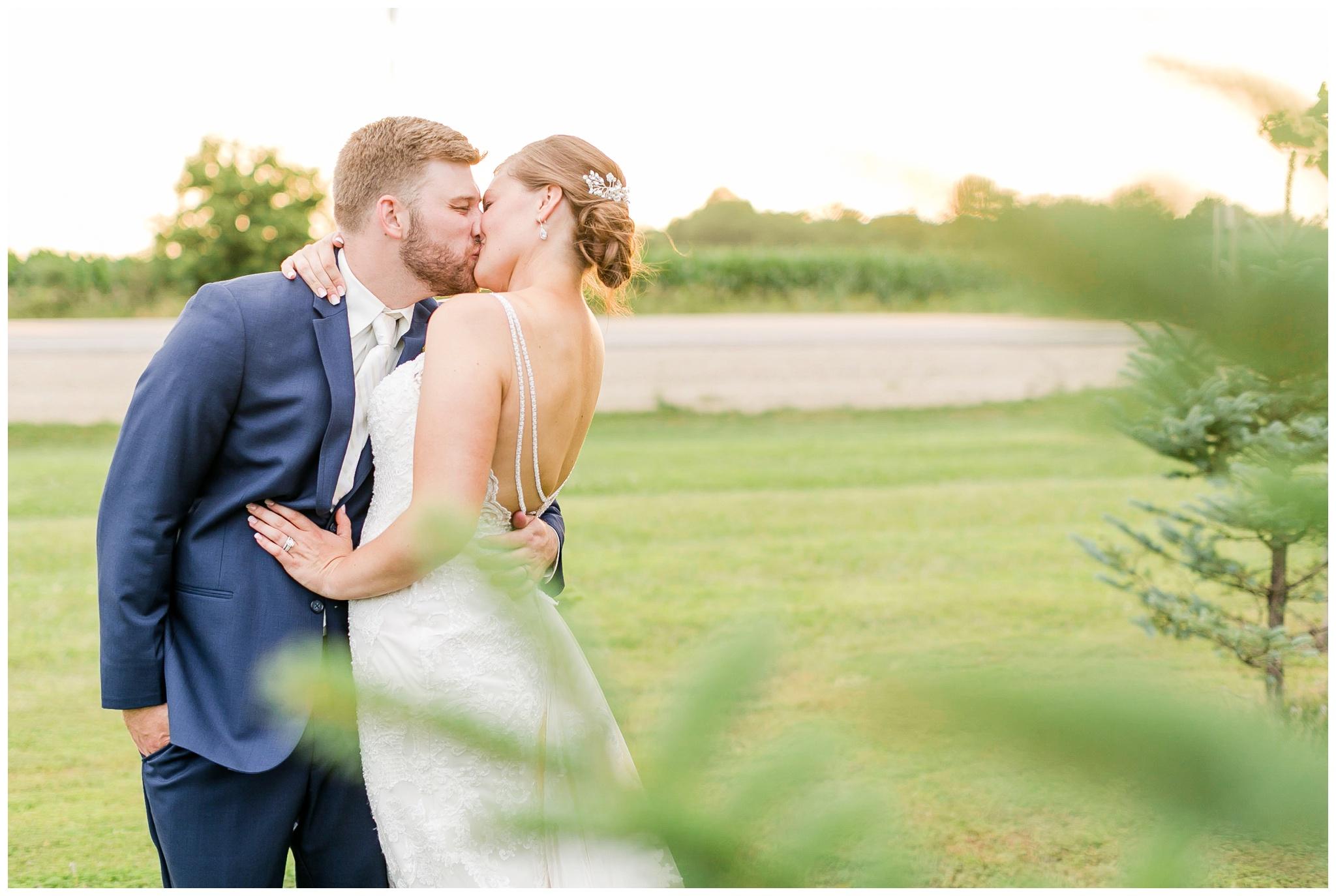 Barn_at_harvest_moon_pond_wedding_madison_wisconsin_wedding_photographers_3253.jpg