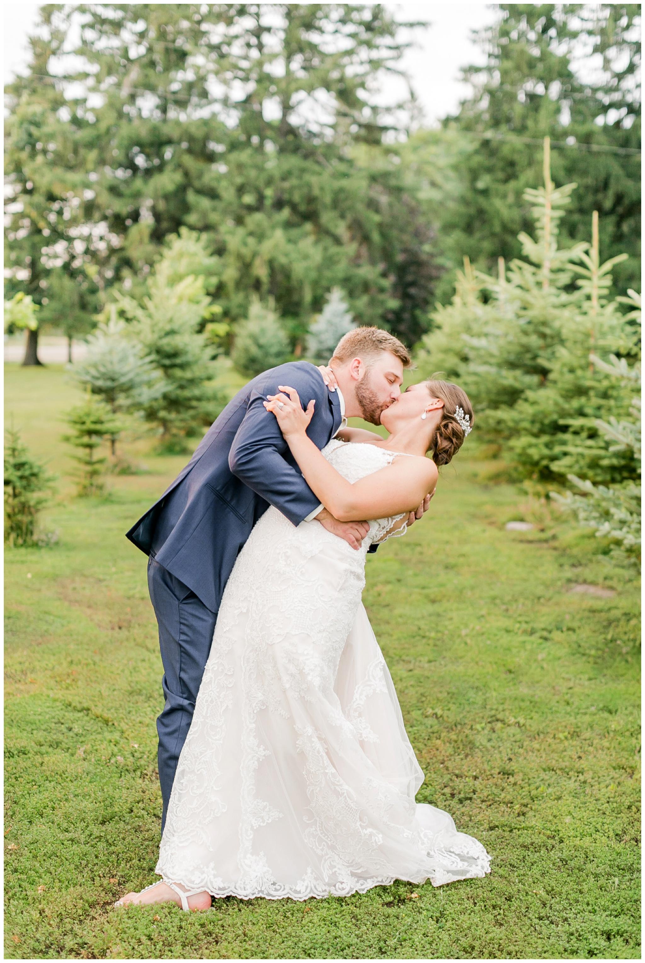 Barn_at_harvest_moon_pond_wedding_madison_wisconsin_wedding_photographers_3258.jpg