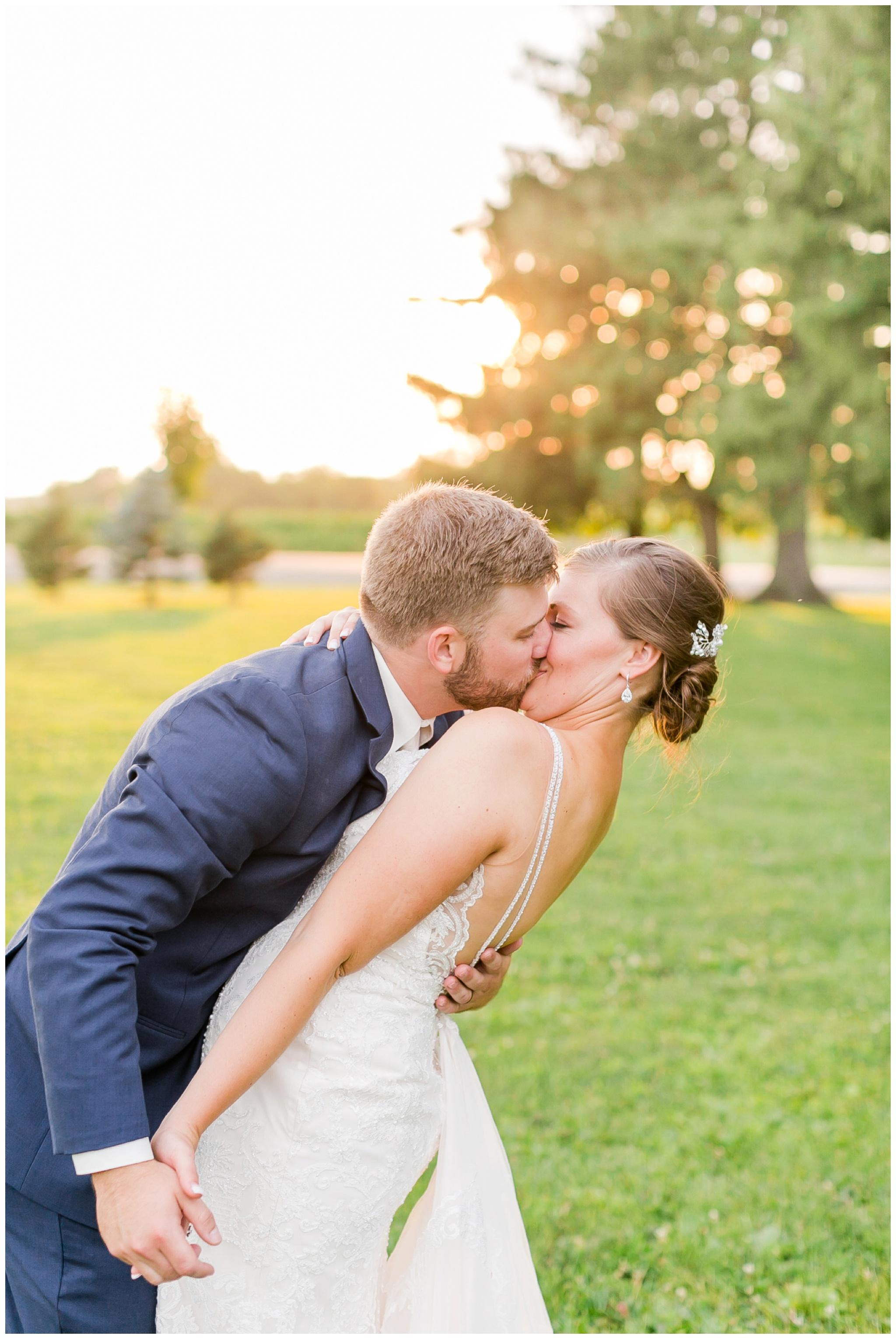 Barn_at_harvest_moon_pond_wedding_madison_wisconsin_wedding_photographers_3263.jpg