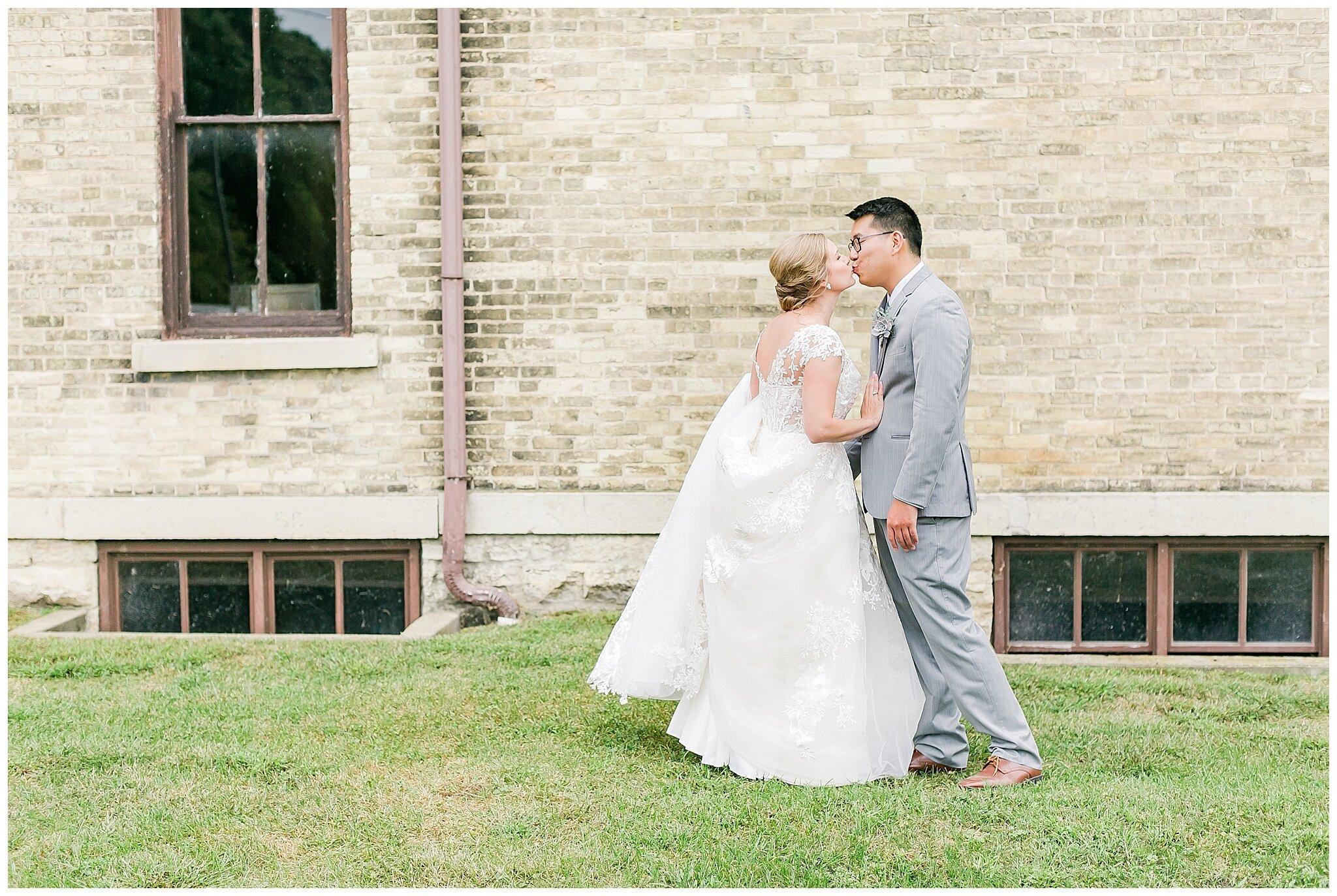 the_lageret_stoughton_wisconsin_wedding_madison_wisconsin_wedding_photographers_0223.jpg