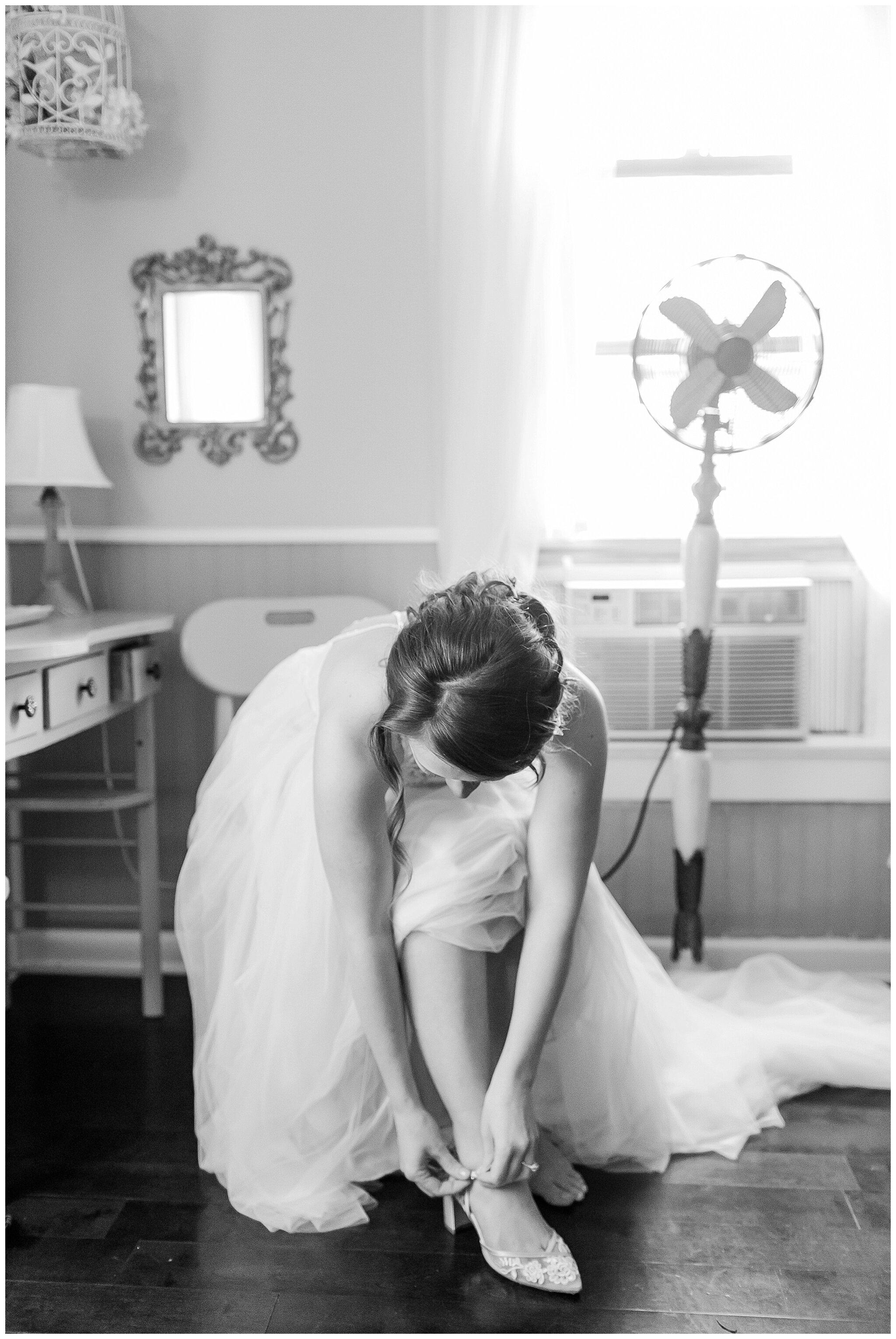 over_the_vines_edgerton_wisconsin_wedding_madison_wisconsin_photographer_0413.jpg