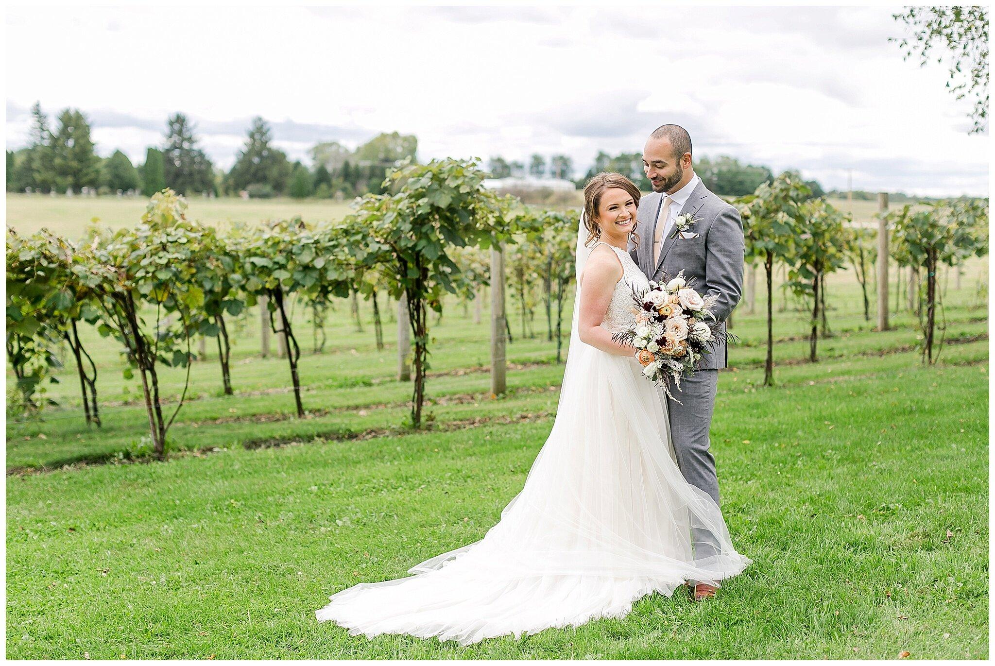 over_the_vines_edgerton_wisconsin_wedding_madison_wisconsin_photographer_0421.jpg