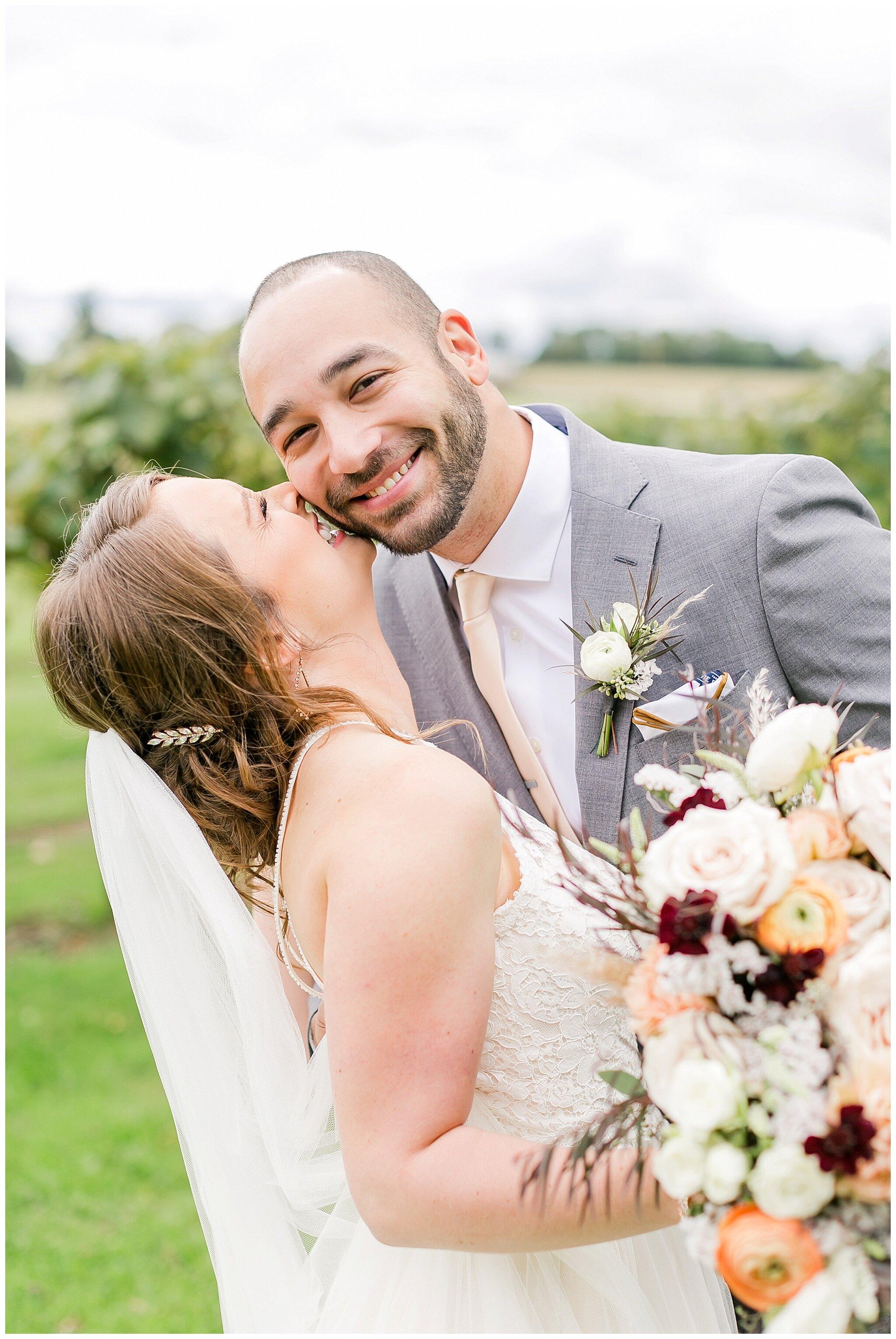 over_the_vines_edgerton_wisconsin_wedding_madison_wisconsin_photographer_0424.jpg