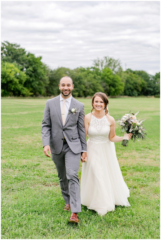 over_the_vines_edgerton_wisconsin_wedding_madison_wisconsin_photographer_0457.jpg
