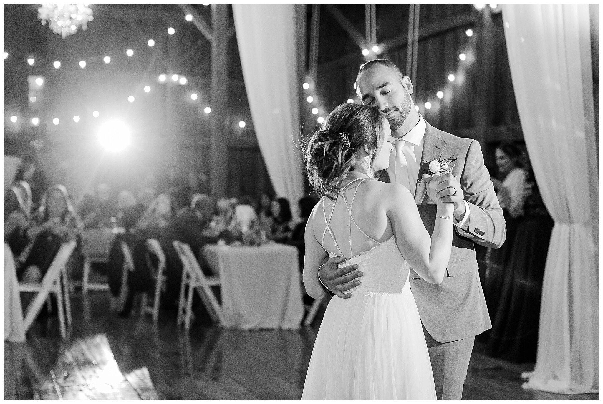 over_the_vines_edgerton_wisconsin_wedding_madison_wisconsin_photographer_0470.jpg