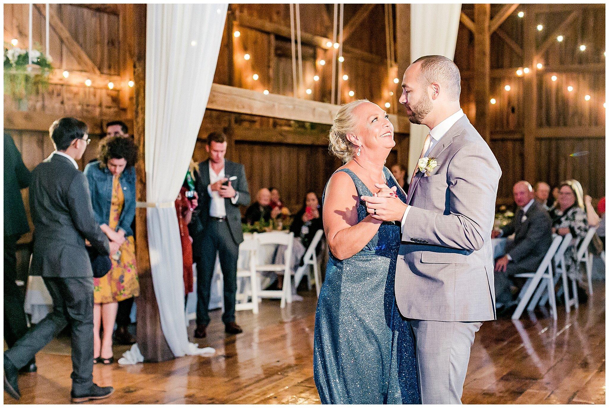 over_the_vines_edgerton_wisconsin_wedding_madison_wisconsin_photographer_0473.jpg