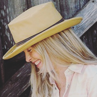 Tomorrow at the Point Reyes Farmer's Market find hat maker and leather designer Carol Frechette of 2nFrom. She makes beautiful and classic hats from organic cotton. The market starts at 9am tomorrow and ends at 1pm. Hope to see you there!