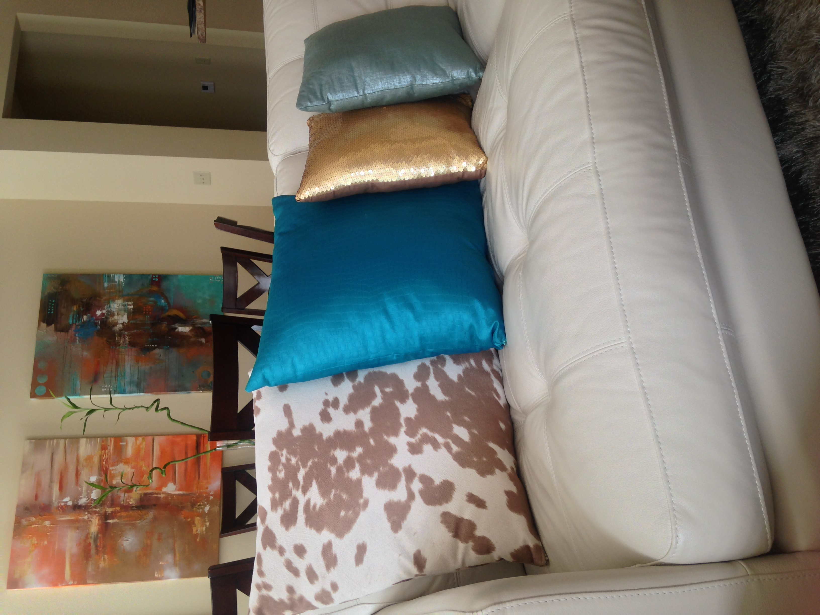 Andrea-Fenise-How-To-Decorate-With-Throw-Pillows