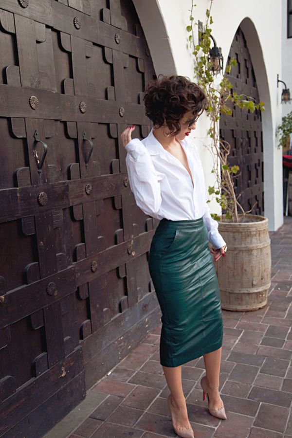 Andrea Fenise Memphis Fashion blogger styles leather skirt trend