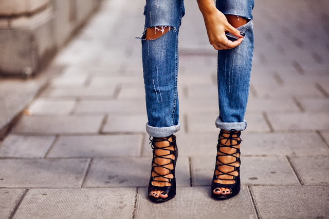 Andrea-Fenise-Trends-Lace-UP-heels