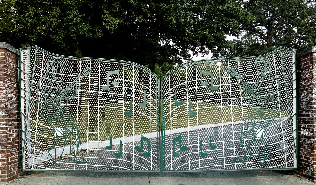 The gates to Graceland where Elivs Presley lived