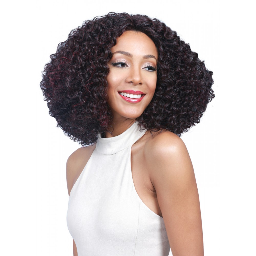 Andrea Fenise Memphis Fashion Blogger shares wigs a protective styling