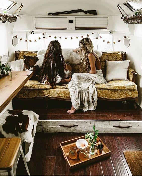Andrea Fenise Memphis Fashion Blogger shares road trip inspiration living in vans.