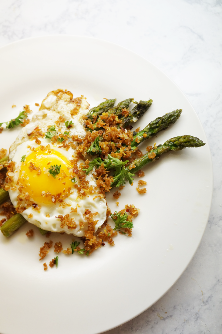 Andrea Fenise Memphis Fashion Blogger and Memphis Food Blogger shares fried egg and asparagus recipe