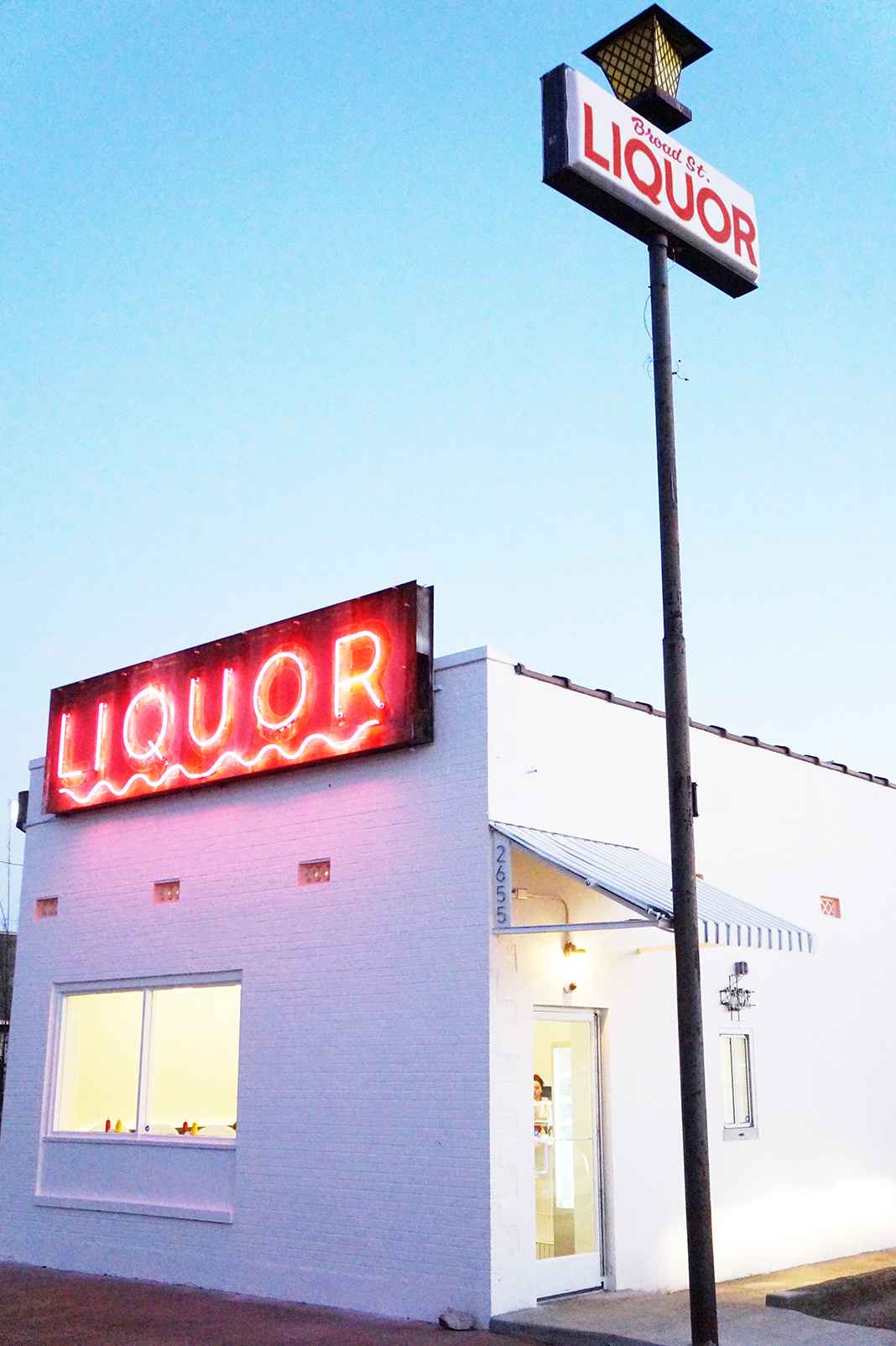 Andrea Fenise Memphis Fashion Blogger and Memphis Food Blogger reviews Broad Liquor Store restaurant
