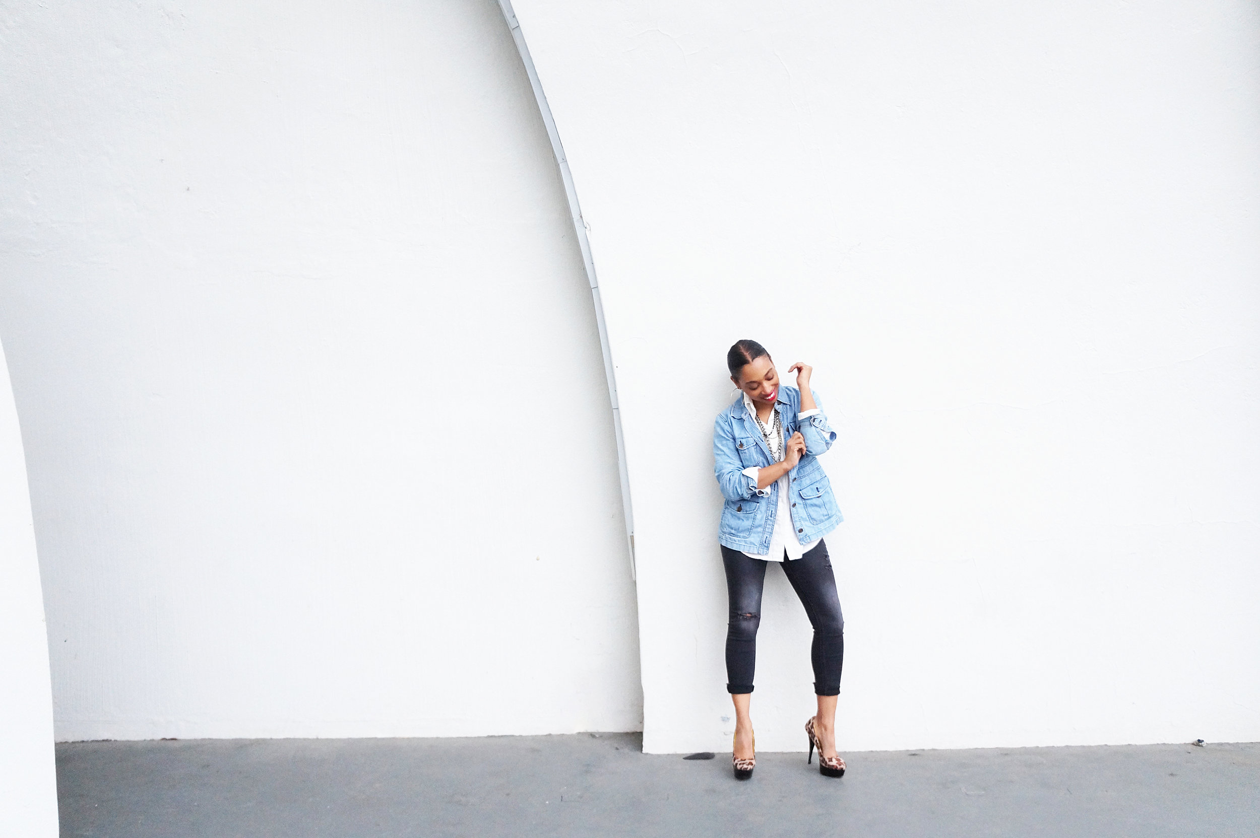 Rock Mom : White Button Down and Denim Andrea Fenise Memphis Fashion Blogger styles a white button down and denim