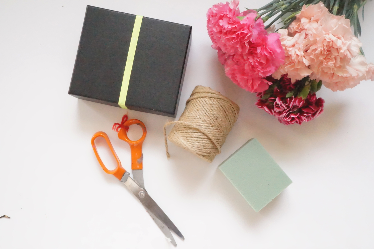 Andrea Fenise Memphis Fashion Blogger shares a DIY Floral Box for Valentine's Day