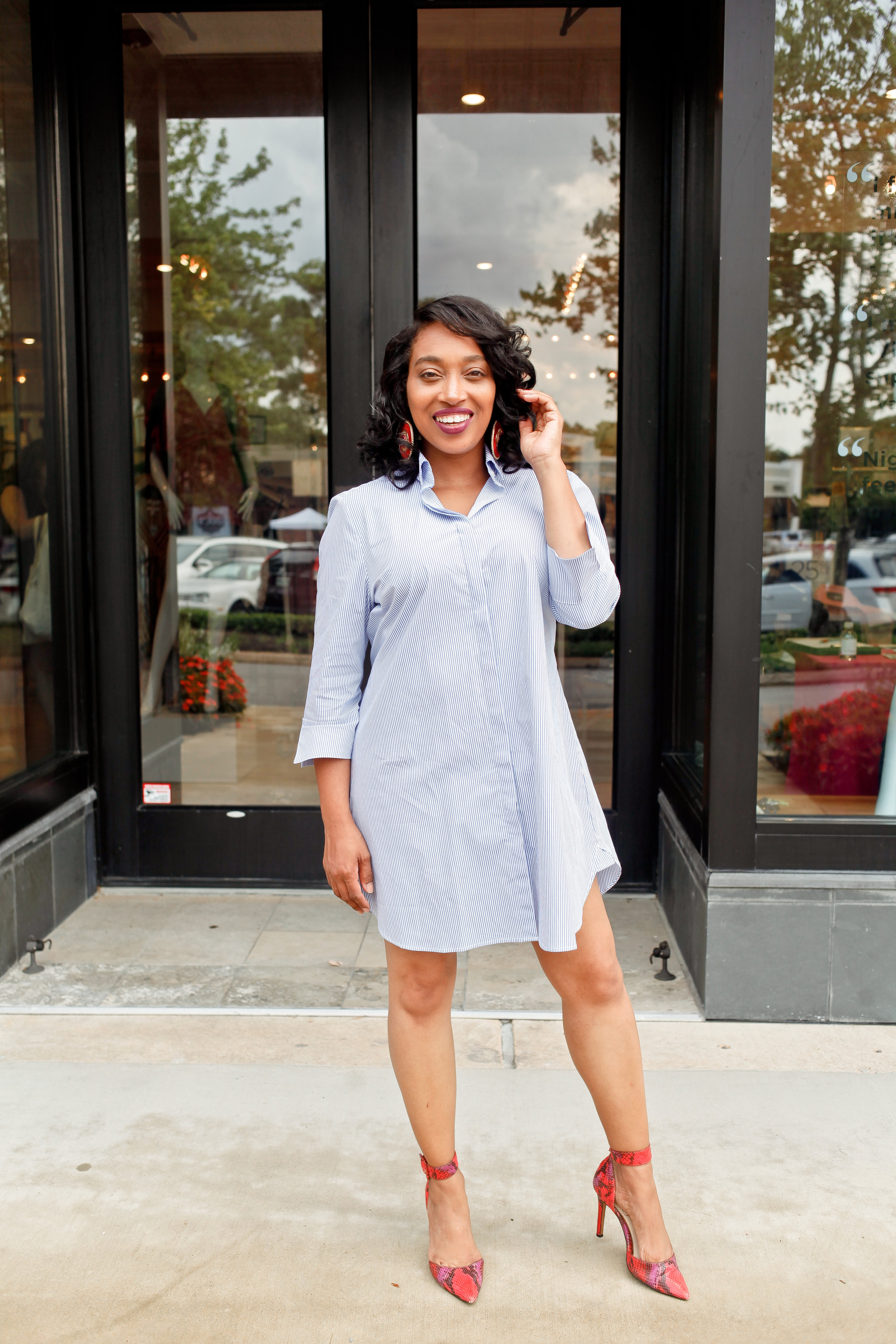 Andrea Fenise Memphis Fashion Blogger shares tips for styling a shirt dress for the postpartum body