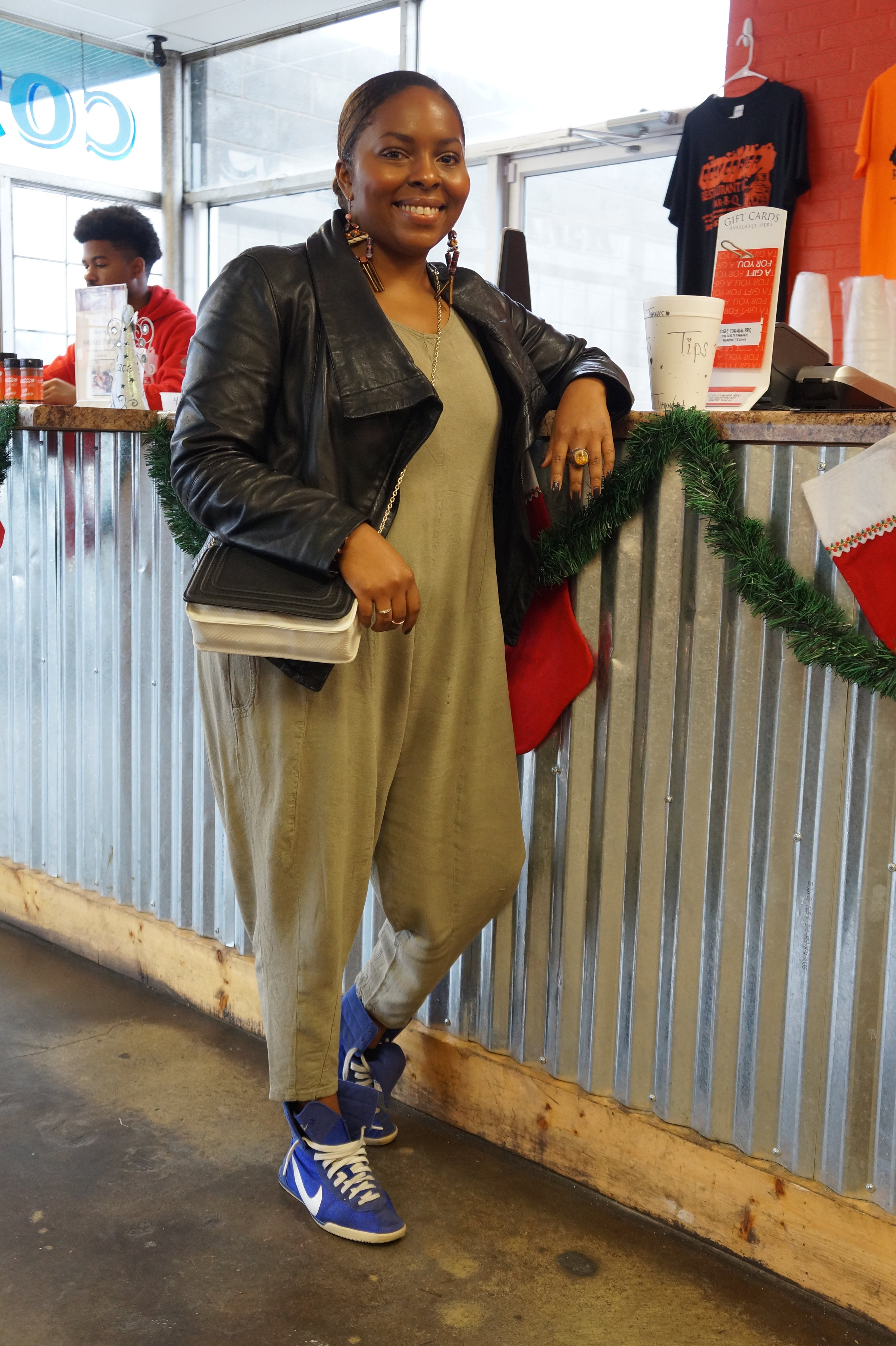Andrea Fenise Memphis Fashion Blogger shares Eat with Style Series at Cozy Corner BBQ In Memphis