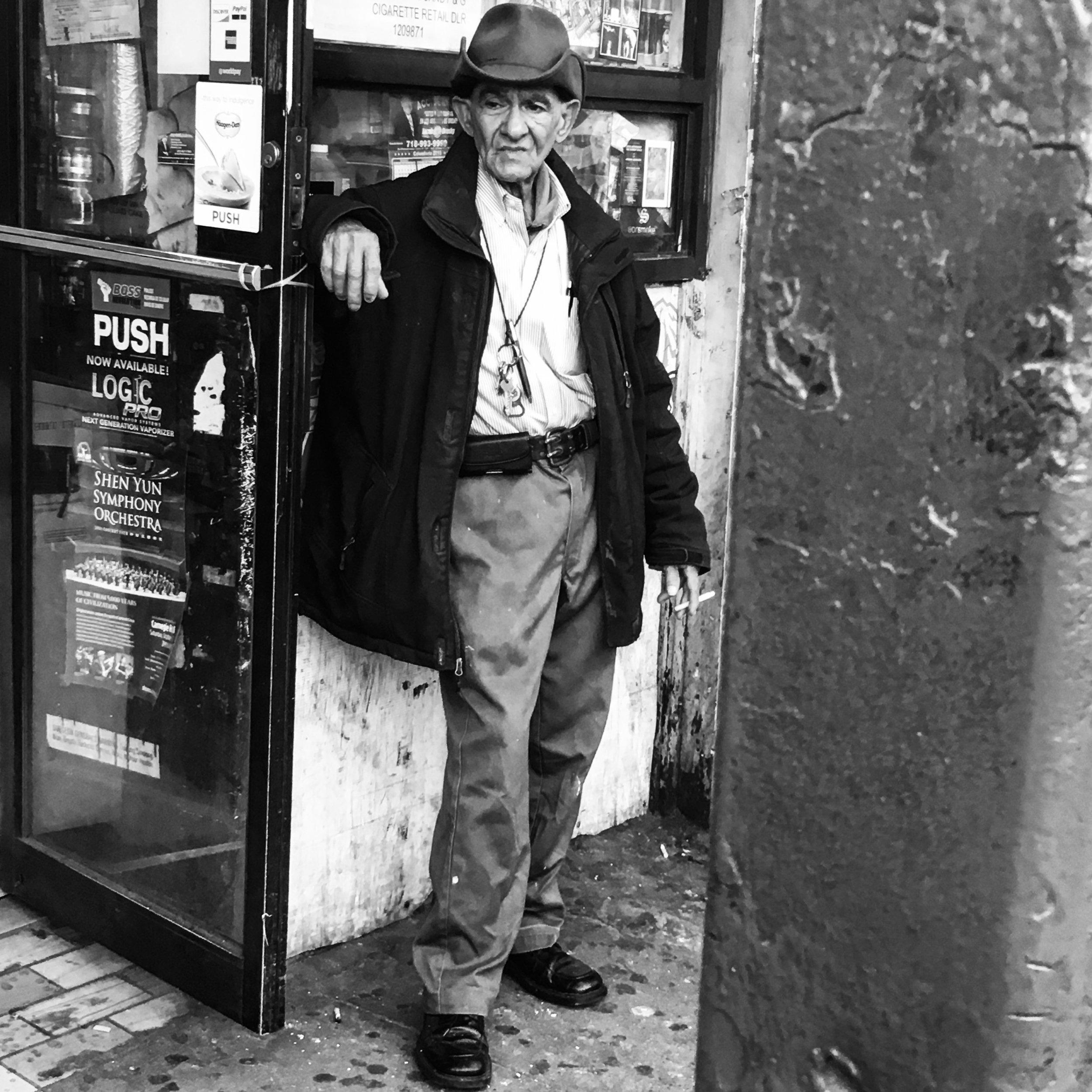 Hombre Pensativo - Washington Heights 2017