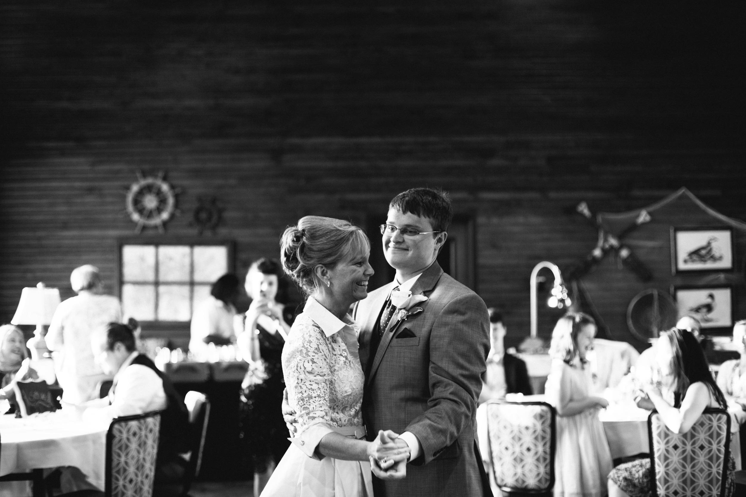 Brock_Tayler_Norwood_Wedding_2015_Pointes_West_Appling0025.jpg