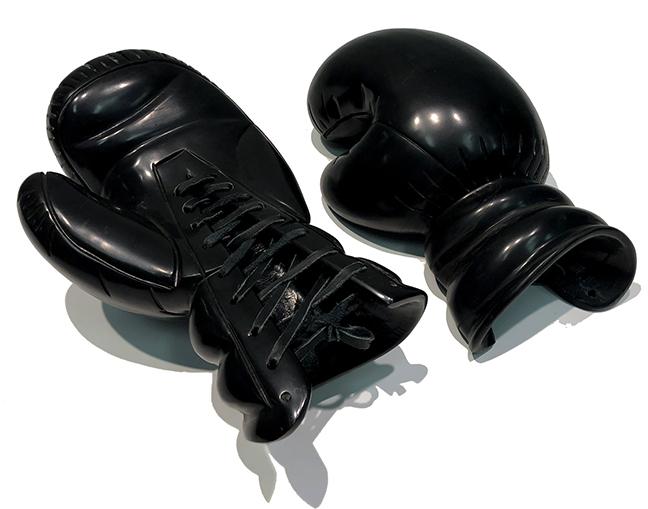 KL_Boxing Gloves IV_Black Marble_34x13x20cm04_sm.jpg