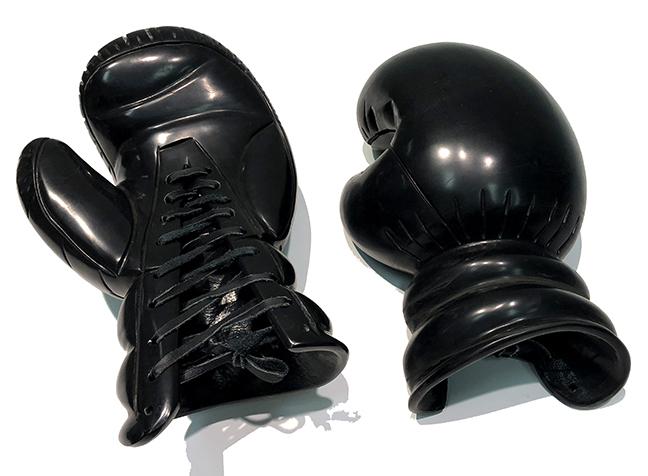 KL_Boxing Gloves IV_Black Marble_34x13x20cm05_sm.jpg
