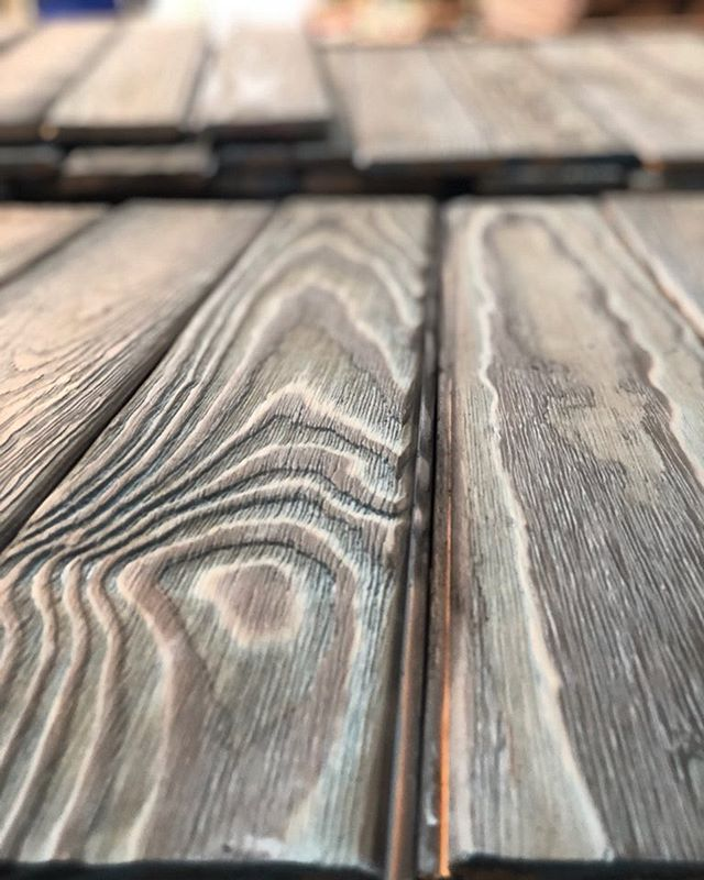 That texture though... can you feel it just by looking at the picture? • • #shousugiban #woodwork #custommade #handmade #torched #wired #stained #workshop #wood #walcladding #walltexture #design