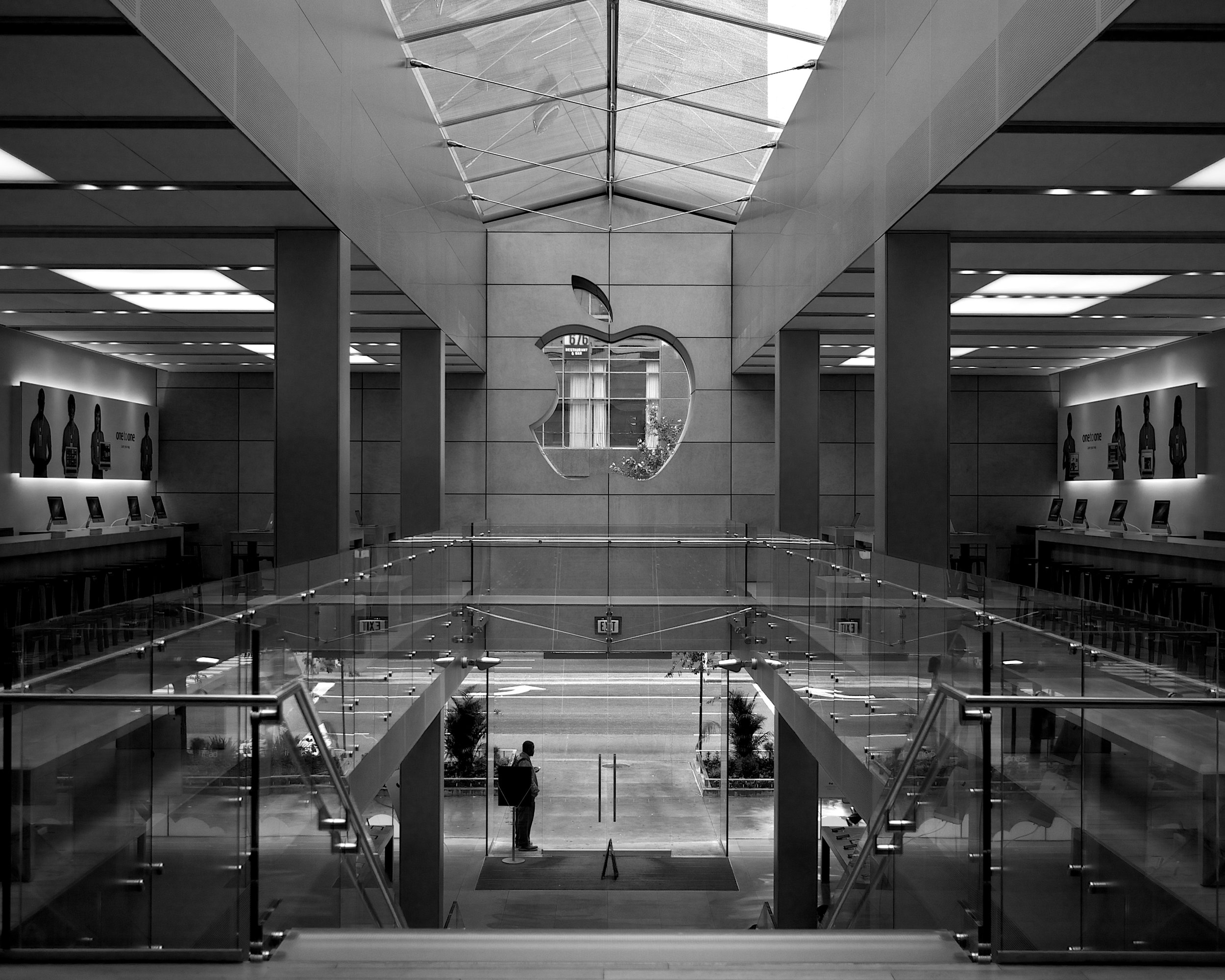 Apple Store NMA in Black and White